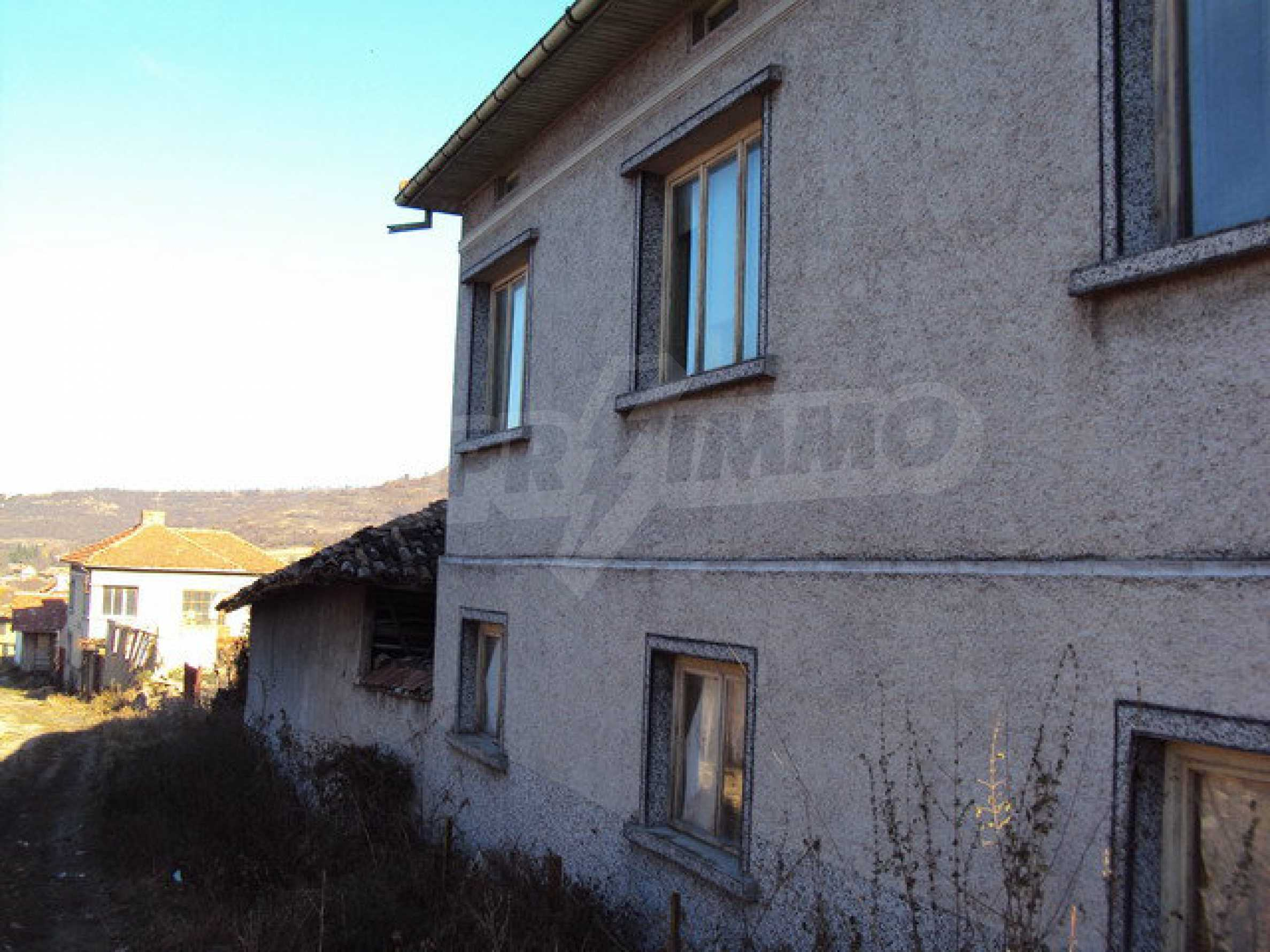 Spacious house in excellent condition in a village 25 km. the old capital of Veliko Tarnovo 34