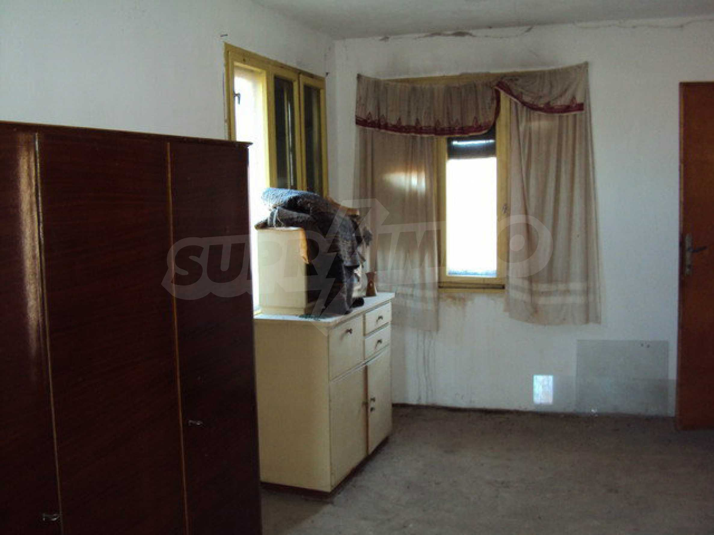 Spacious house in excellent condition in a village 25 km. the old capital of Veliko Tarnovo 37