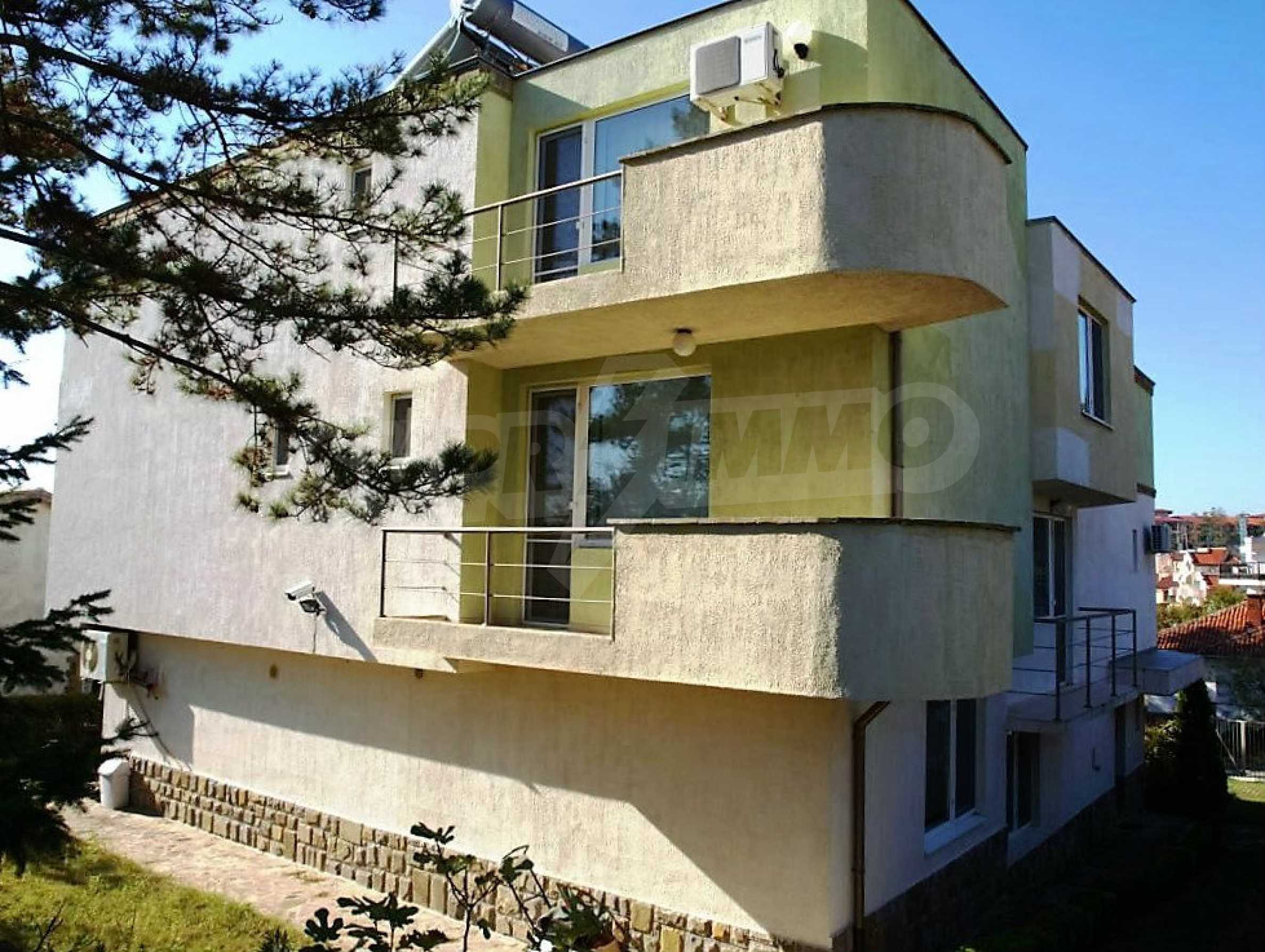 Private holiday villa 200 m from the sea in Sunny Beach 2