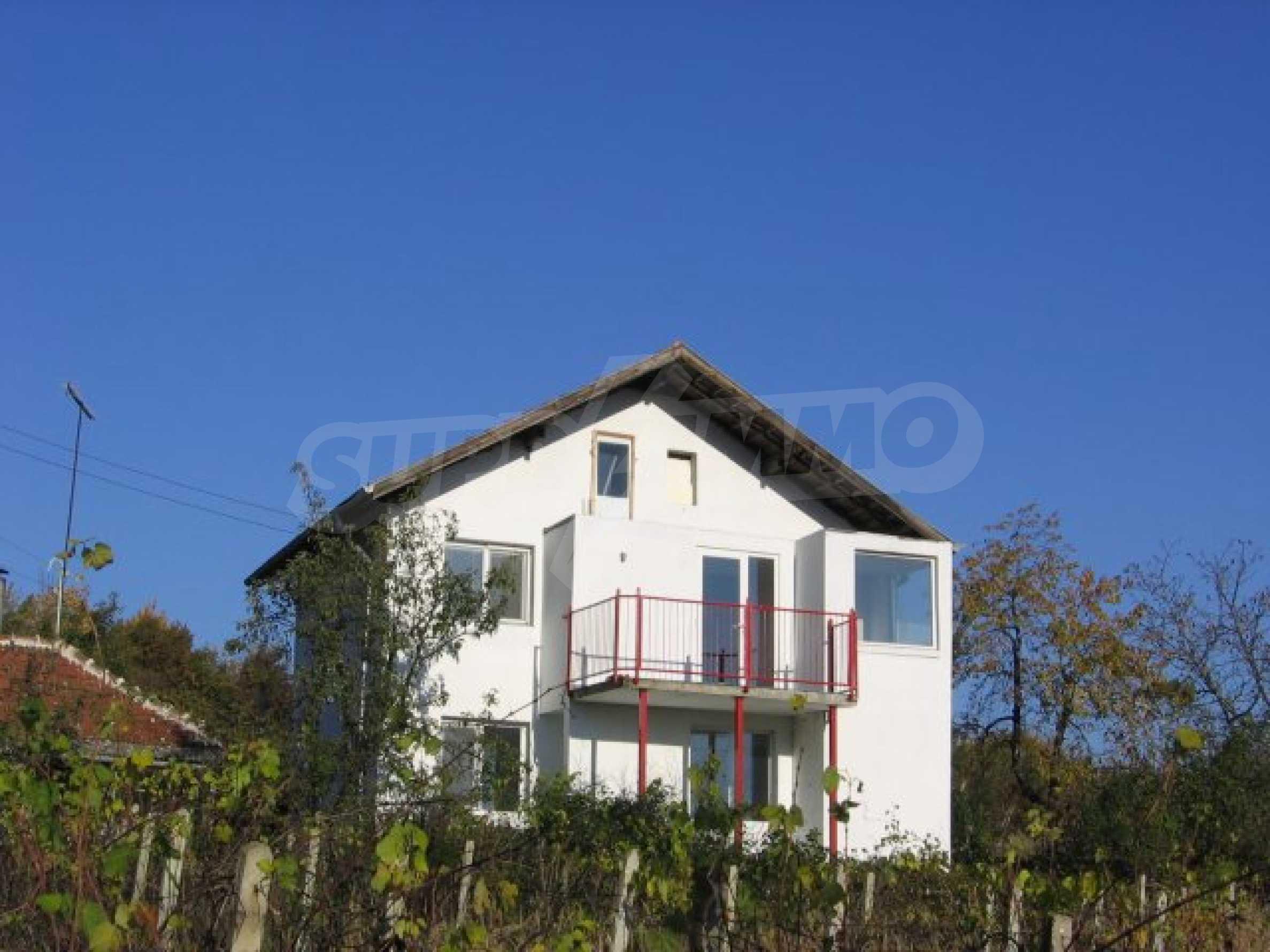 Drei Häuser mit Hof in der Nähe von Wraza