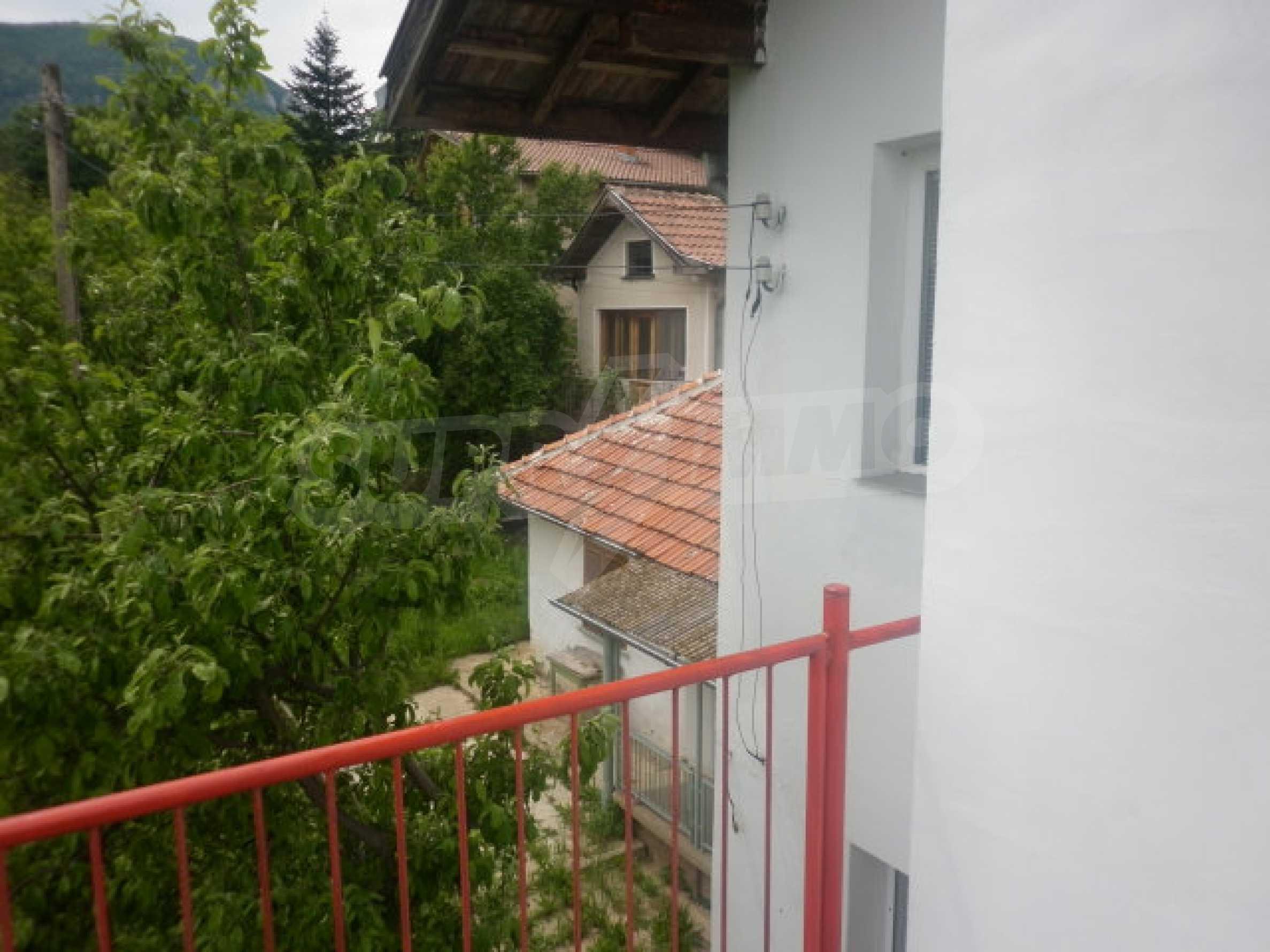 Drei Häuser mit Hof in der Nähe von Wraza 13