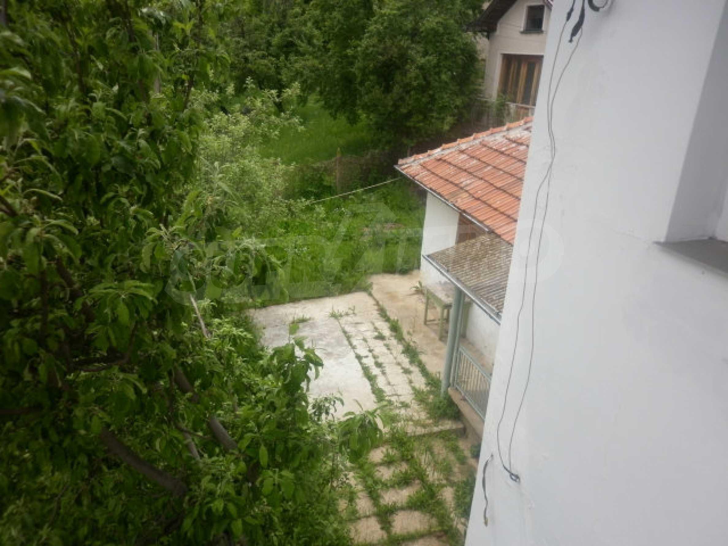 Drei Häuser mit Hof in der Nähe von Wraza 14