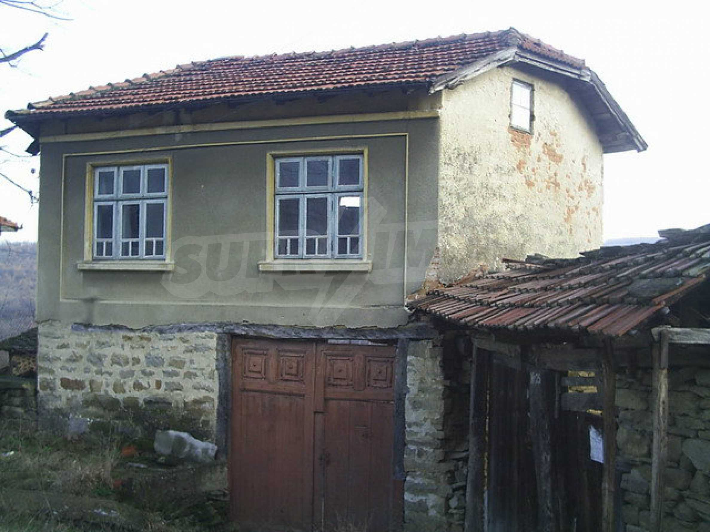 Traditional house with yard in a village close to Dryanovo  3