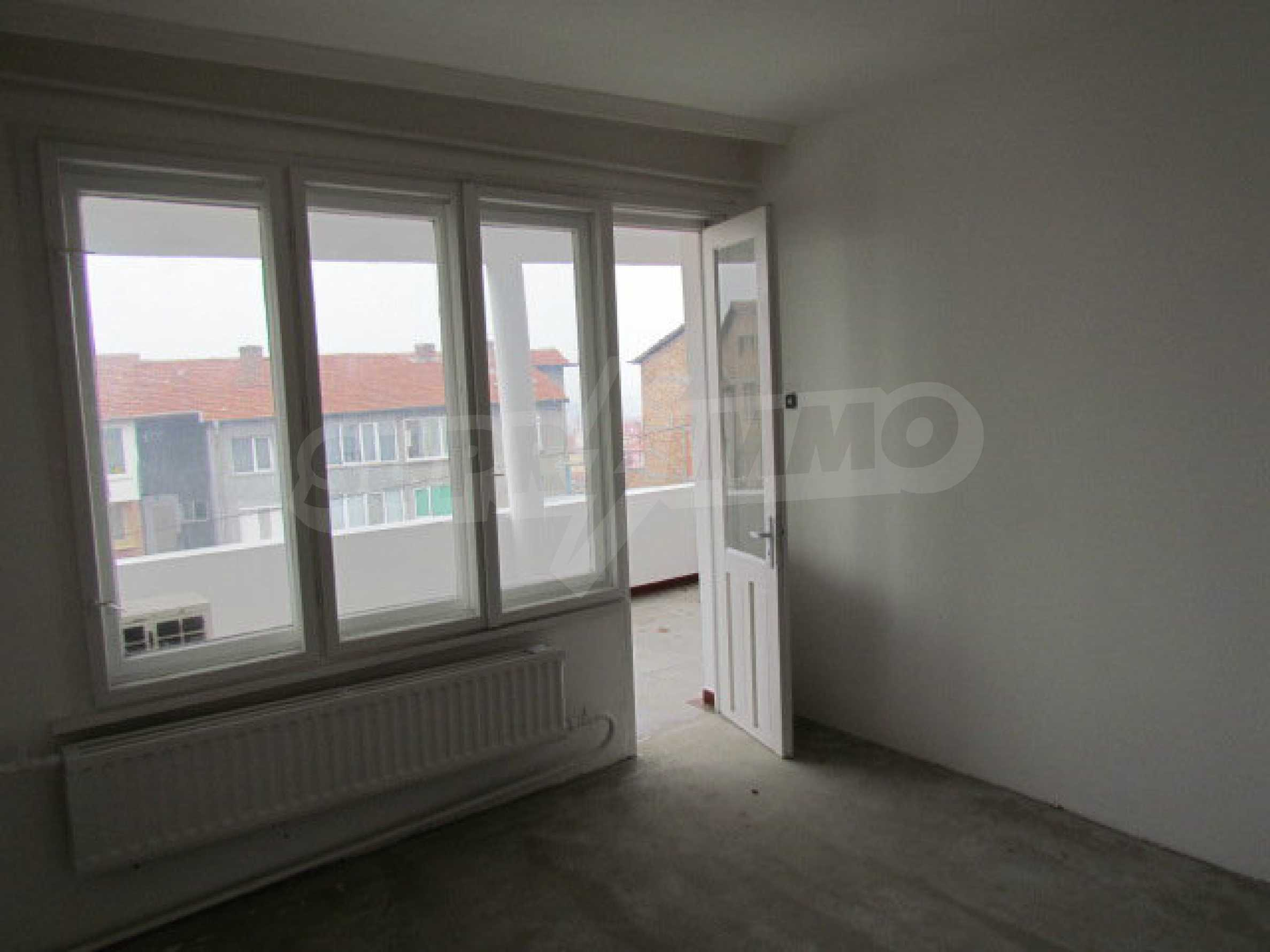 Two-storey town house near the sea  18