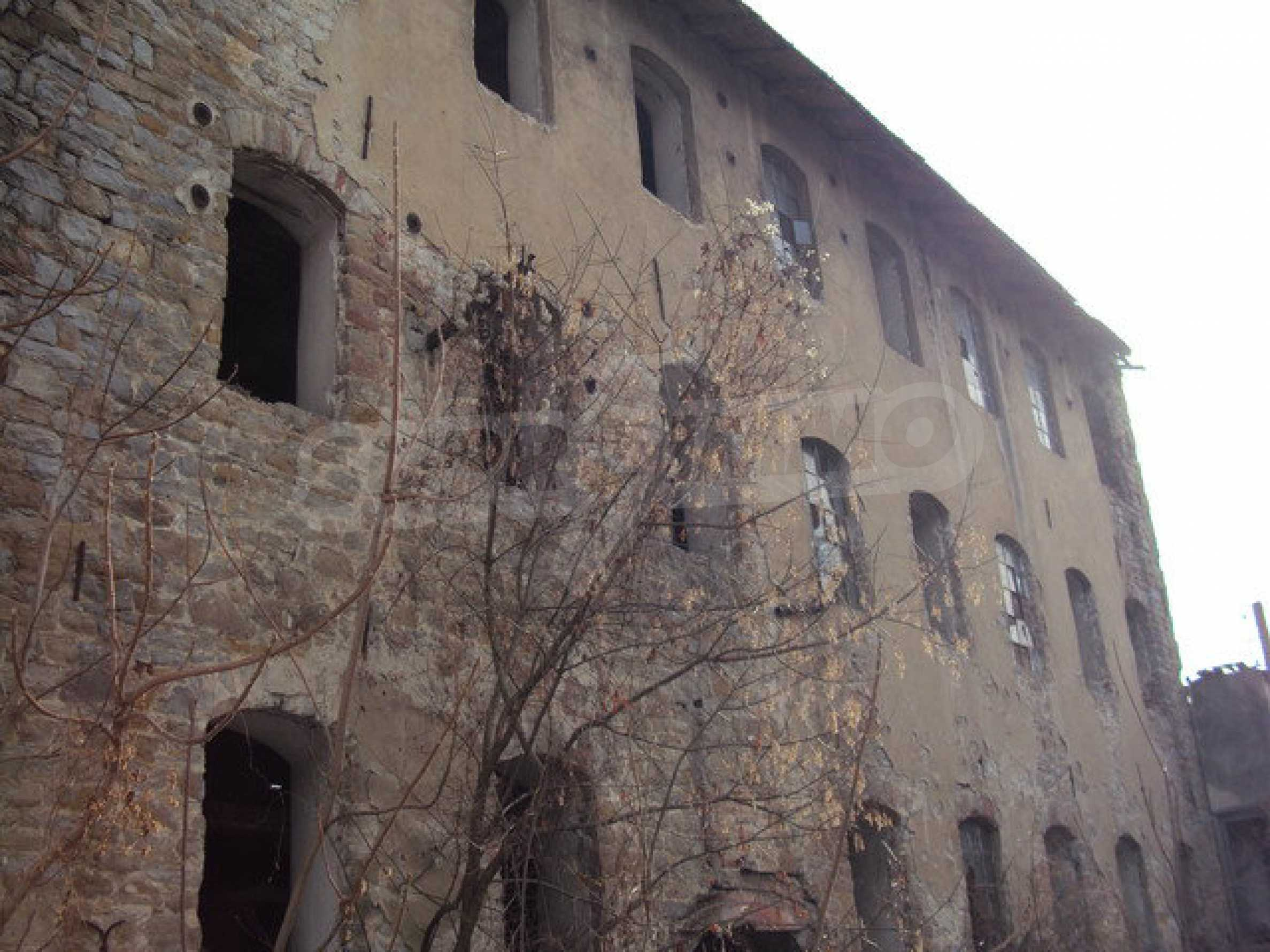 Plot of land with old building in the old military school near Veliko Tarnovo