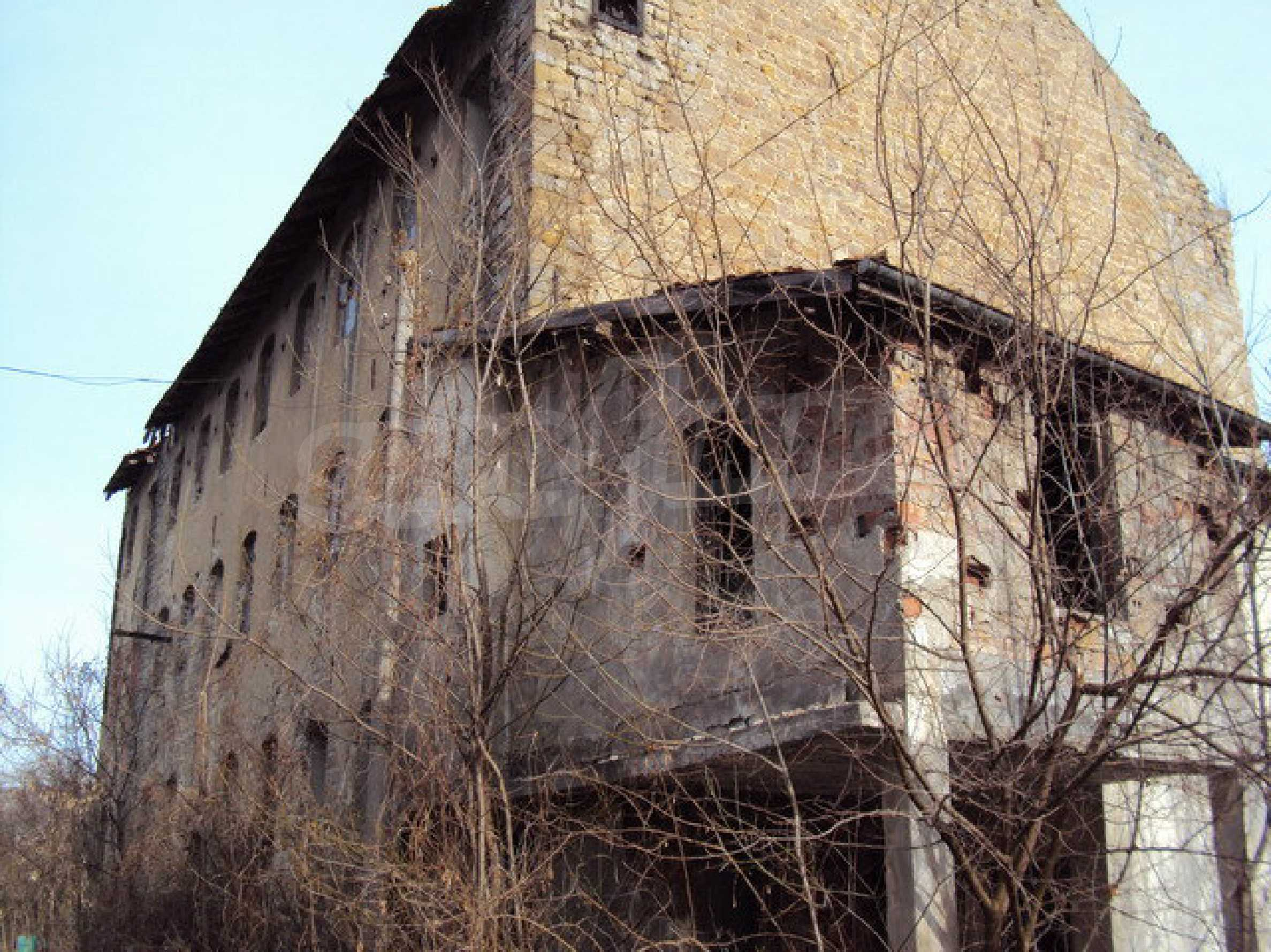 Plot of land with old building in the old military school near Veliko Tarnovo 2