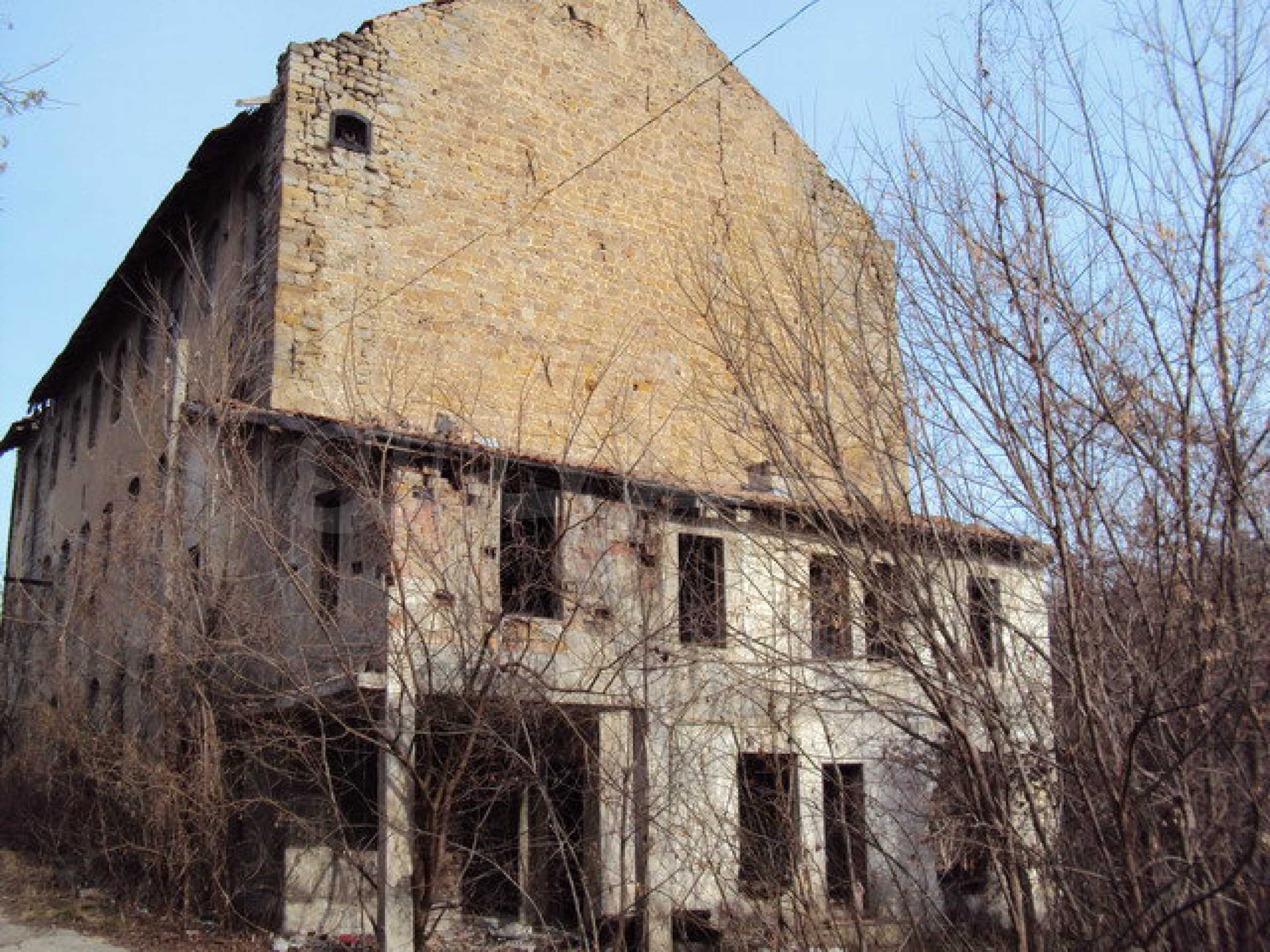 Plot of land with old building in the old military school near Veliko Tarnovo 6