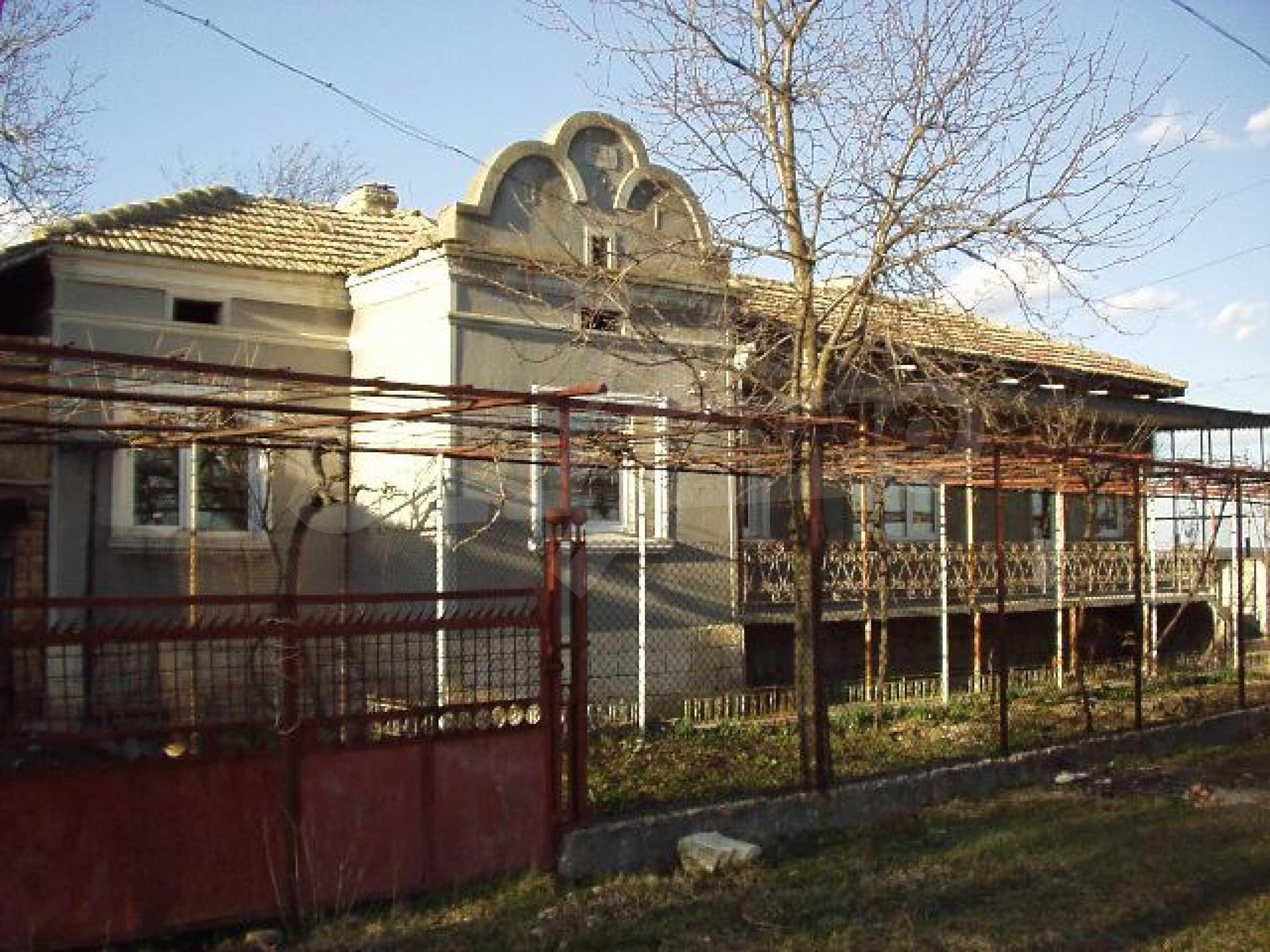 Karapelit House
