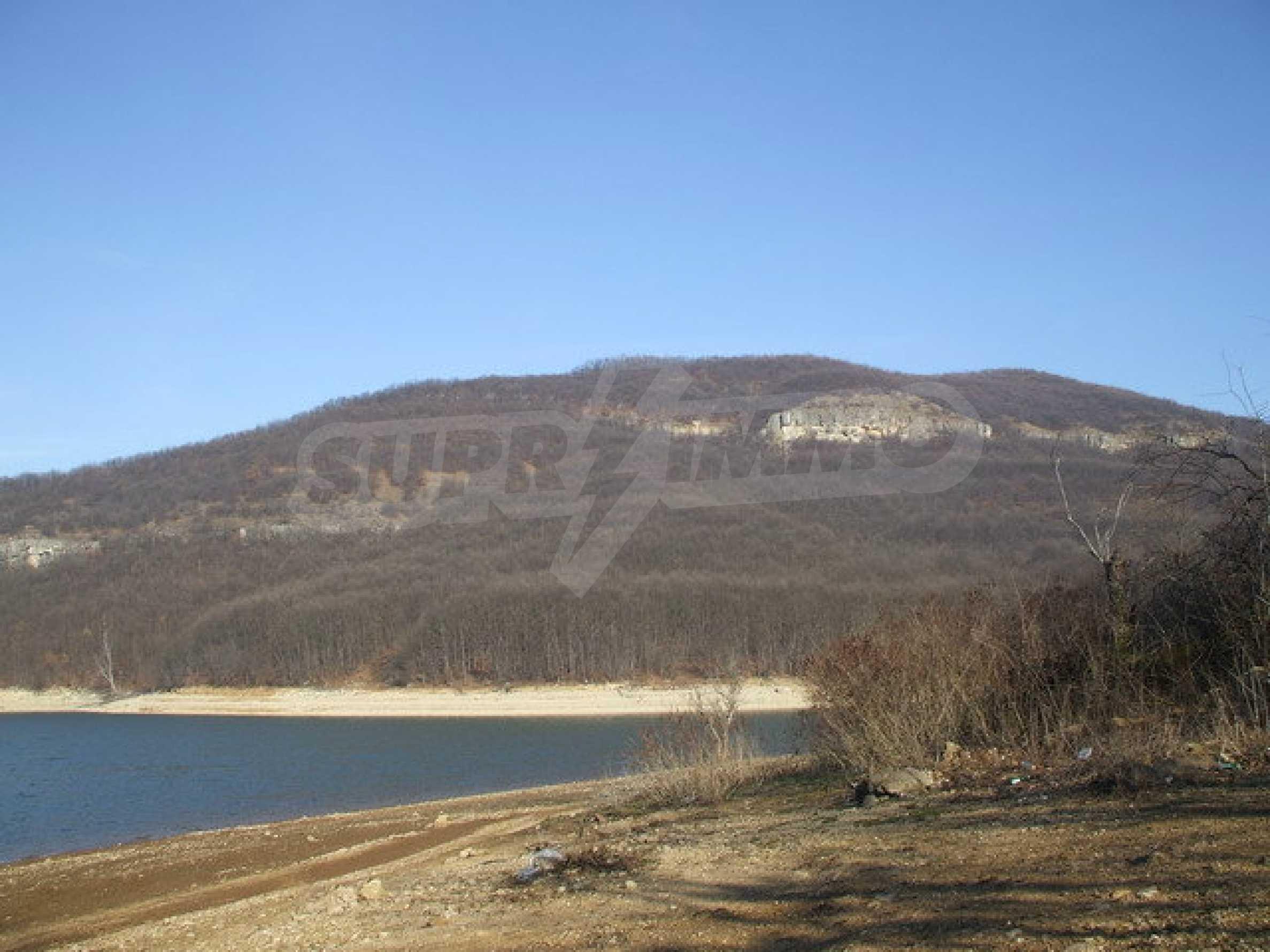 Geregeltes Grundstück in der Nähe des Alexander Stamboliyski-Staudamms
