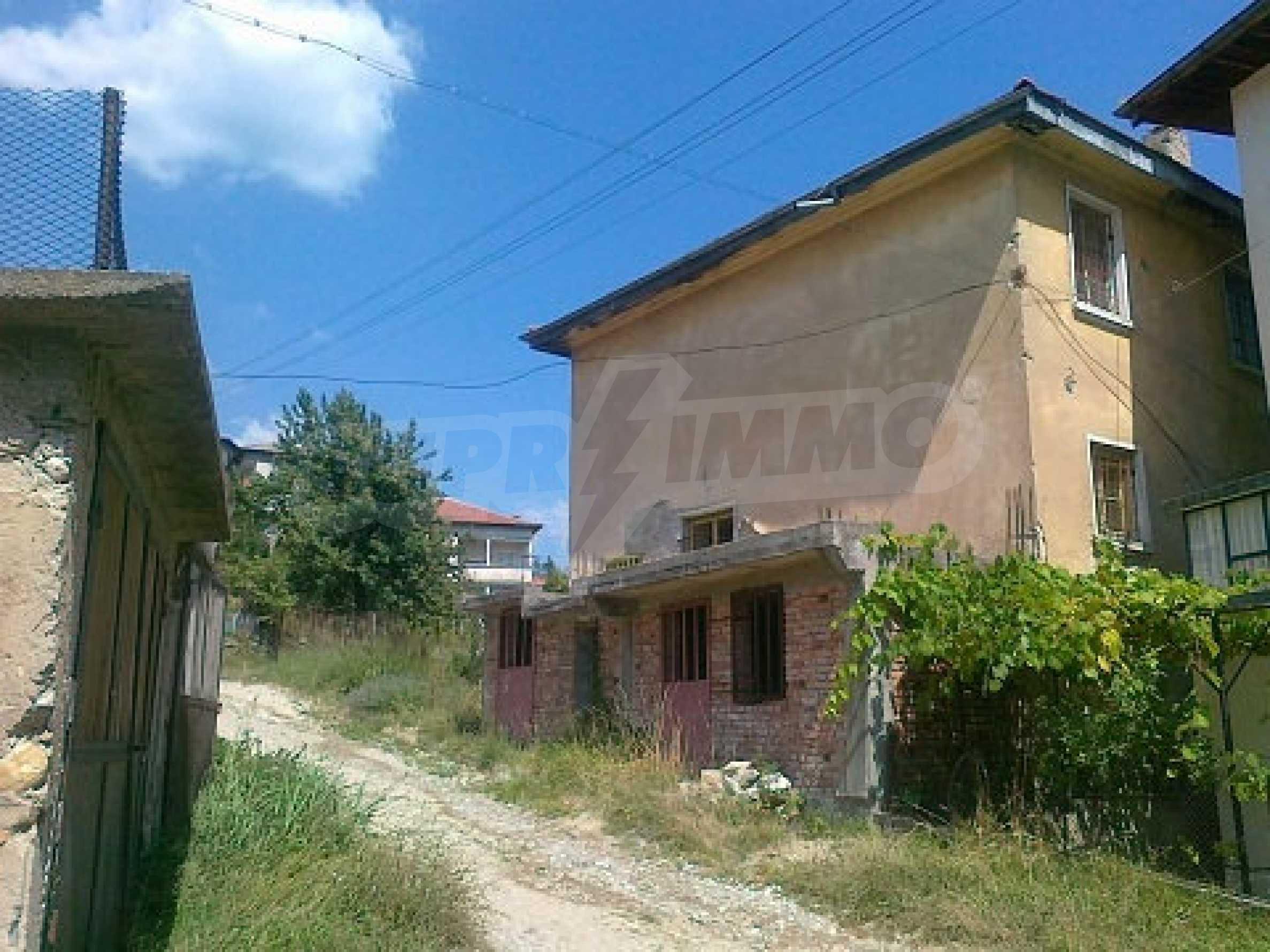 Zweistöckiges Haus in der Nähe von Smolyan