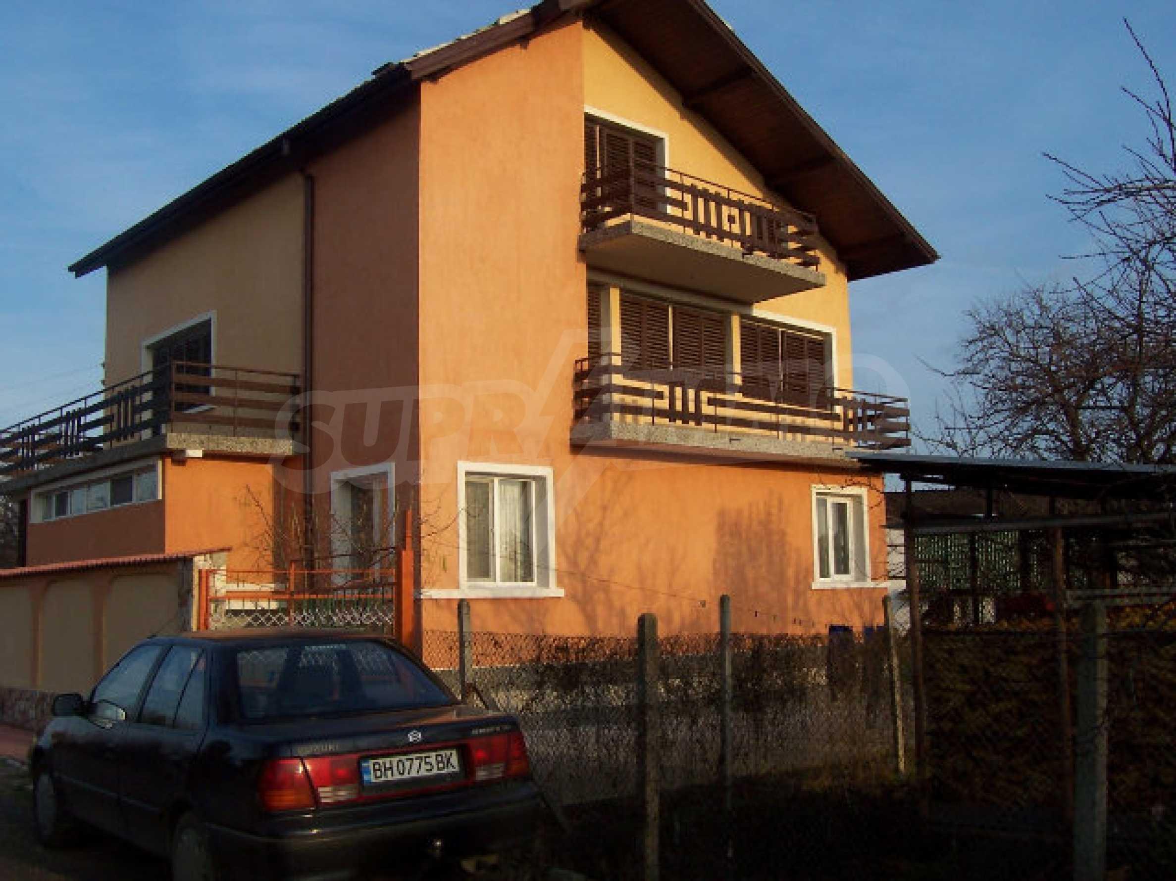 Zweistöckiges Haus in der Nähe von Vidin
