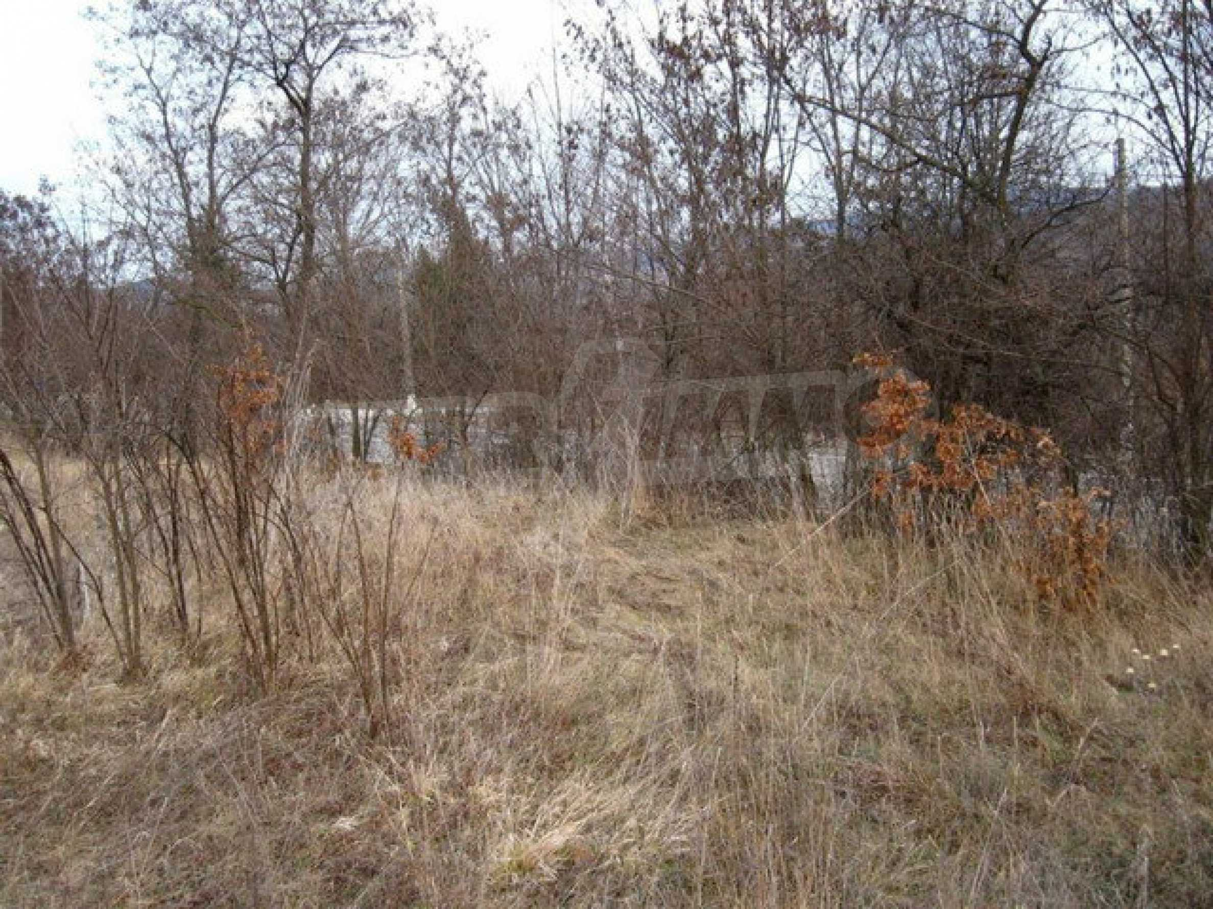 Plot of land with a size of 2849 square meters located on the main road E 85 1