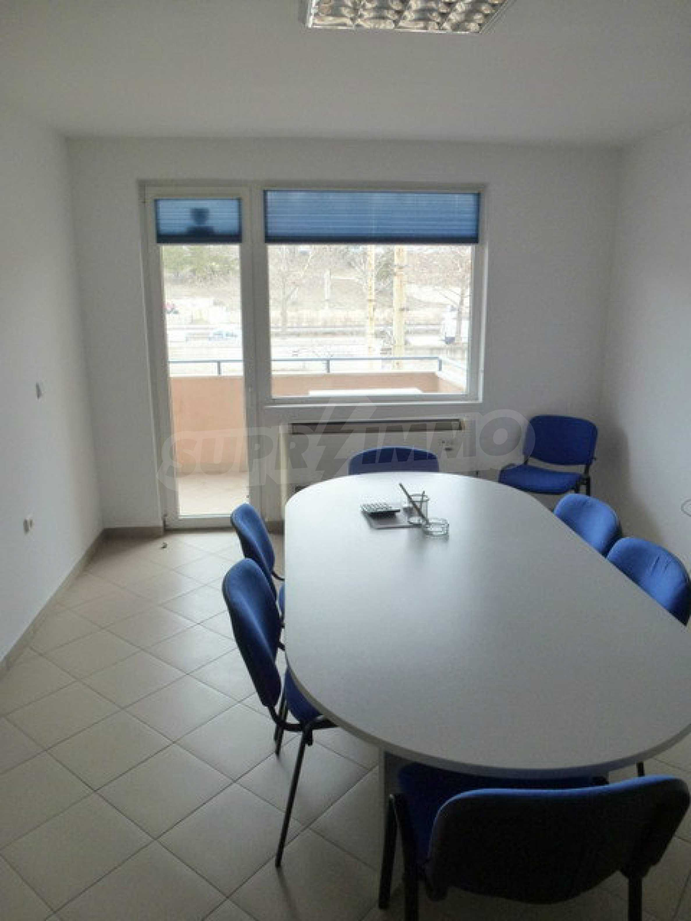 One bedroom apartment used as an office is located in Veliko Tarnovo 7