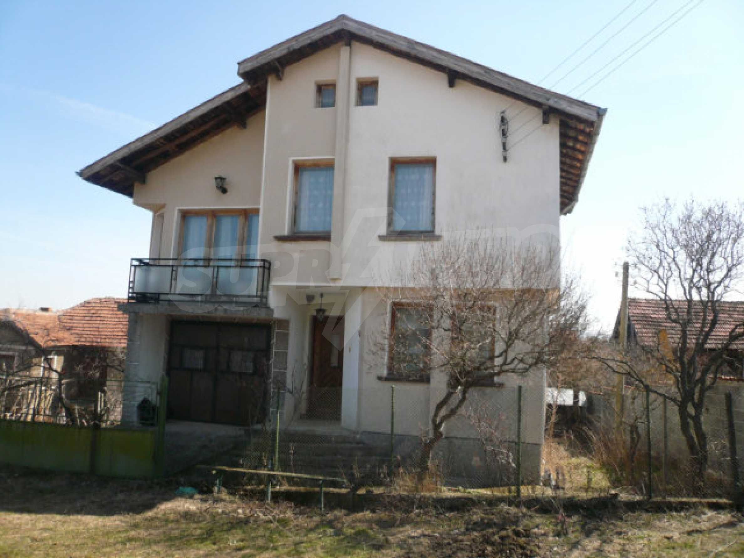 Zweistöckiges Haus in der Nähe von Belogradchik