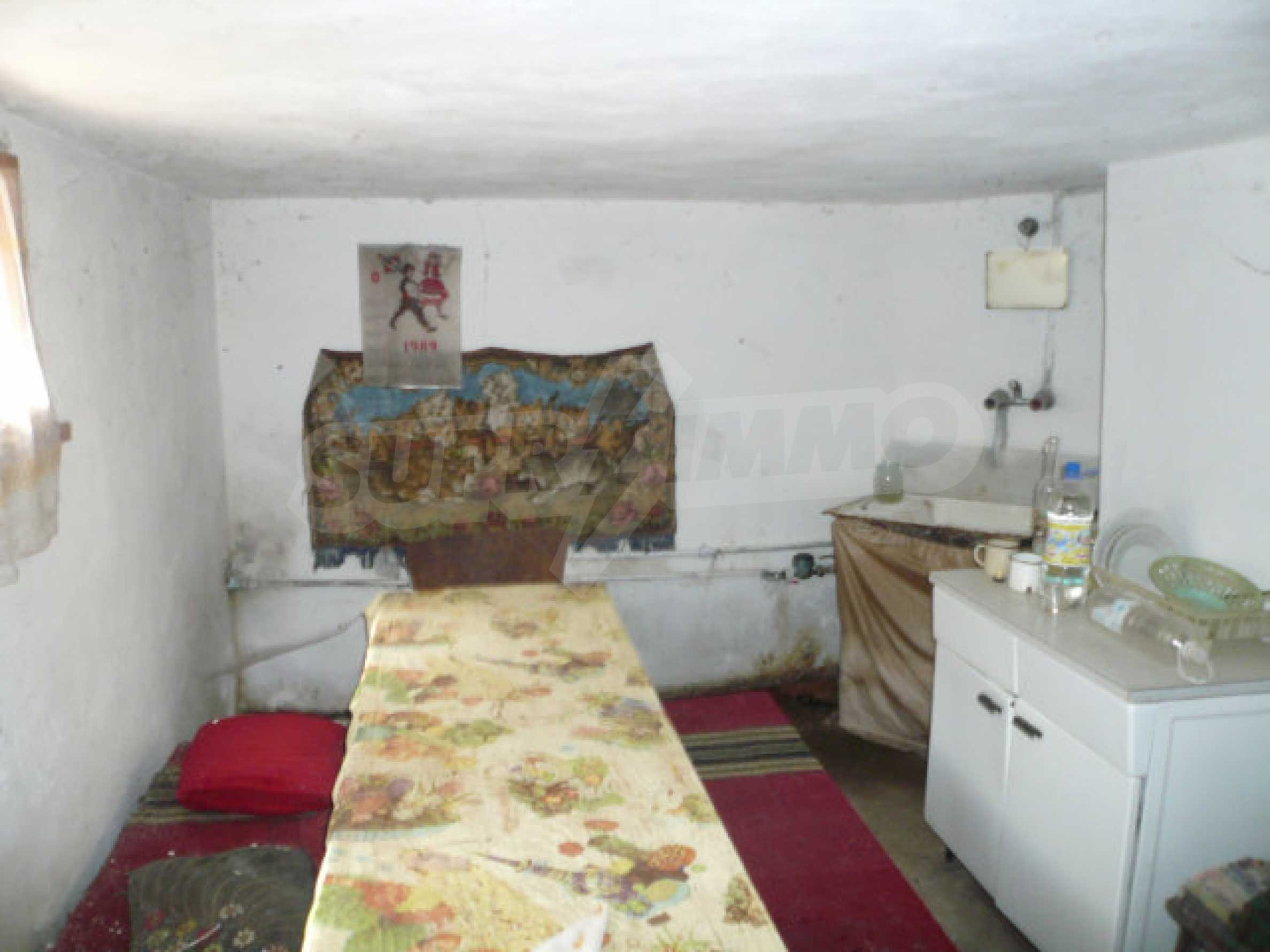 Zweistöckiges Haus in der Nähe von Belogradchik 16