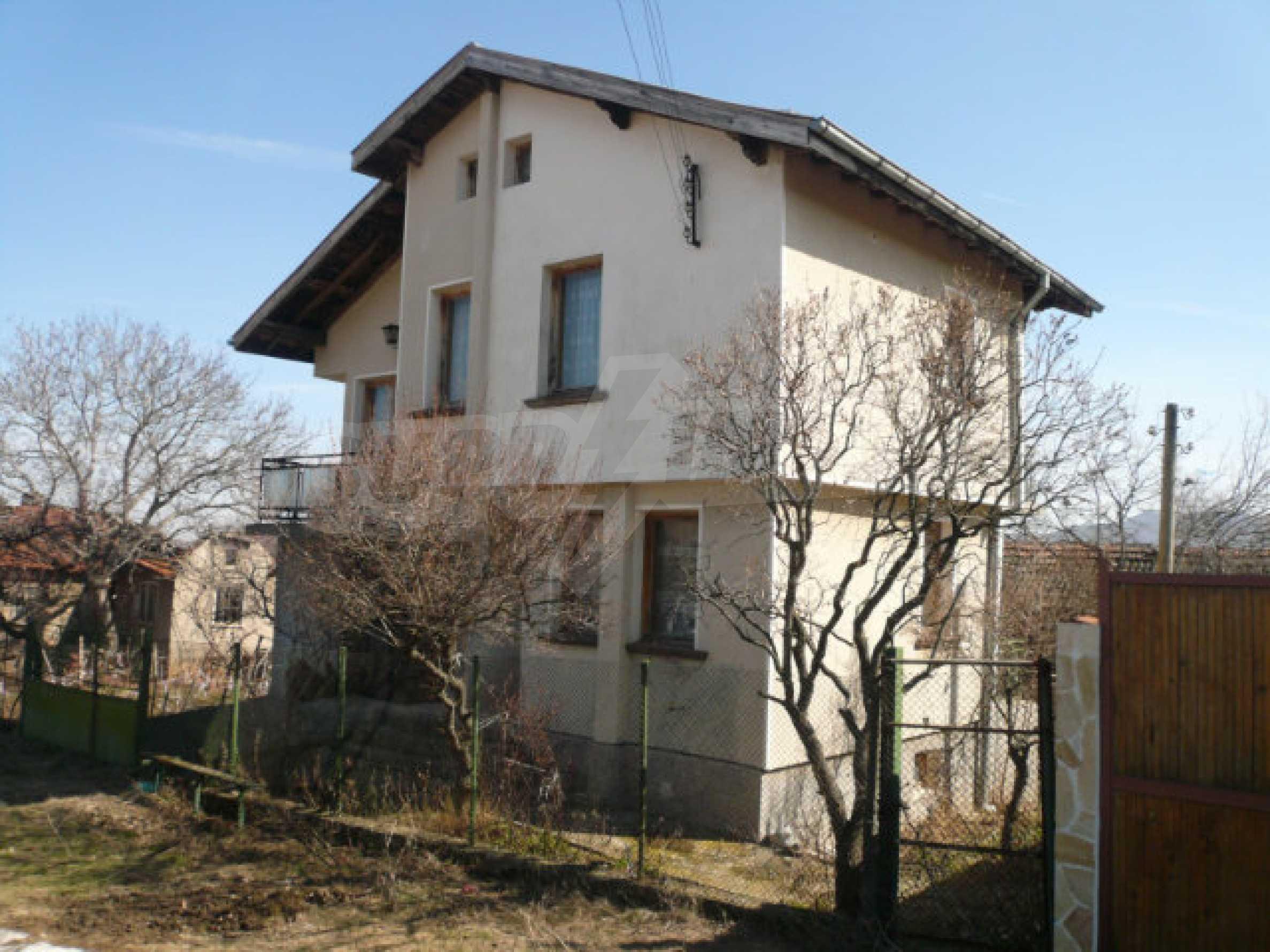 Zweistöckiges Haus in der Nähe von Belogradchik 1