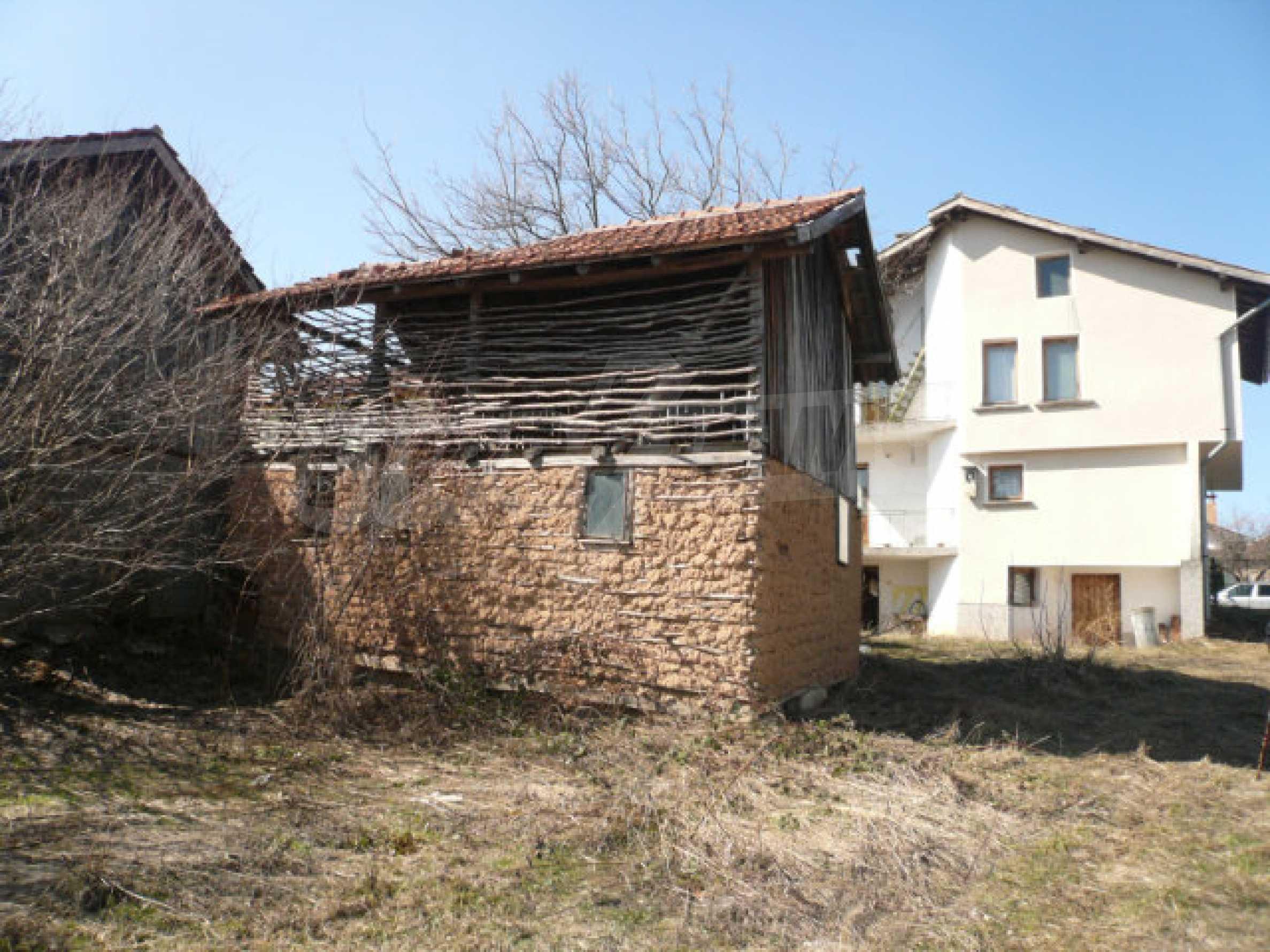 Zweistöckiges Haus in der Nähe von Belogradchik 19