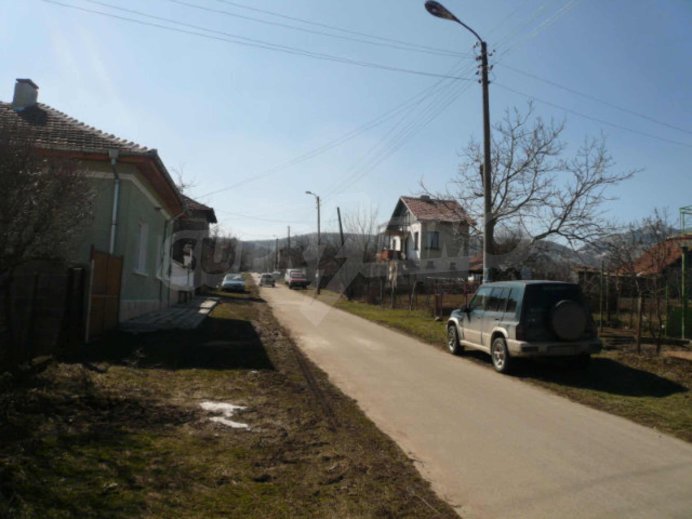 Zweistöckiges Haus in der Nähe von Belogradchik 25