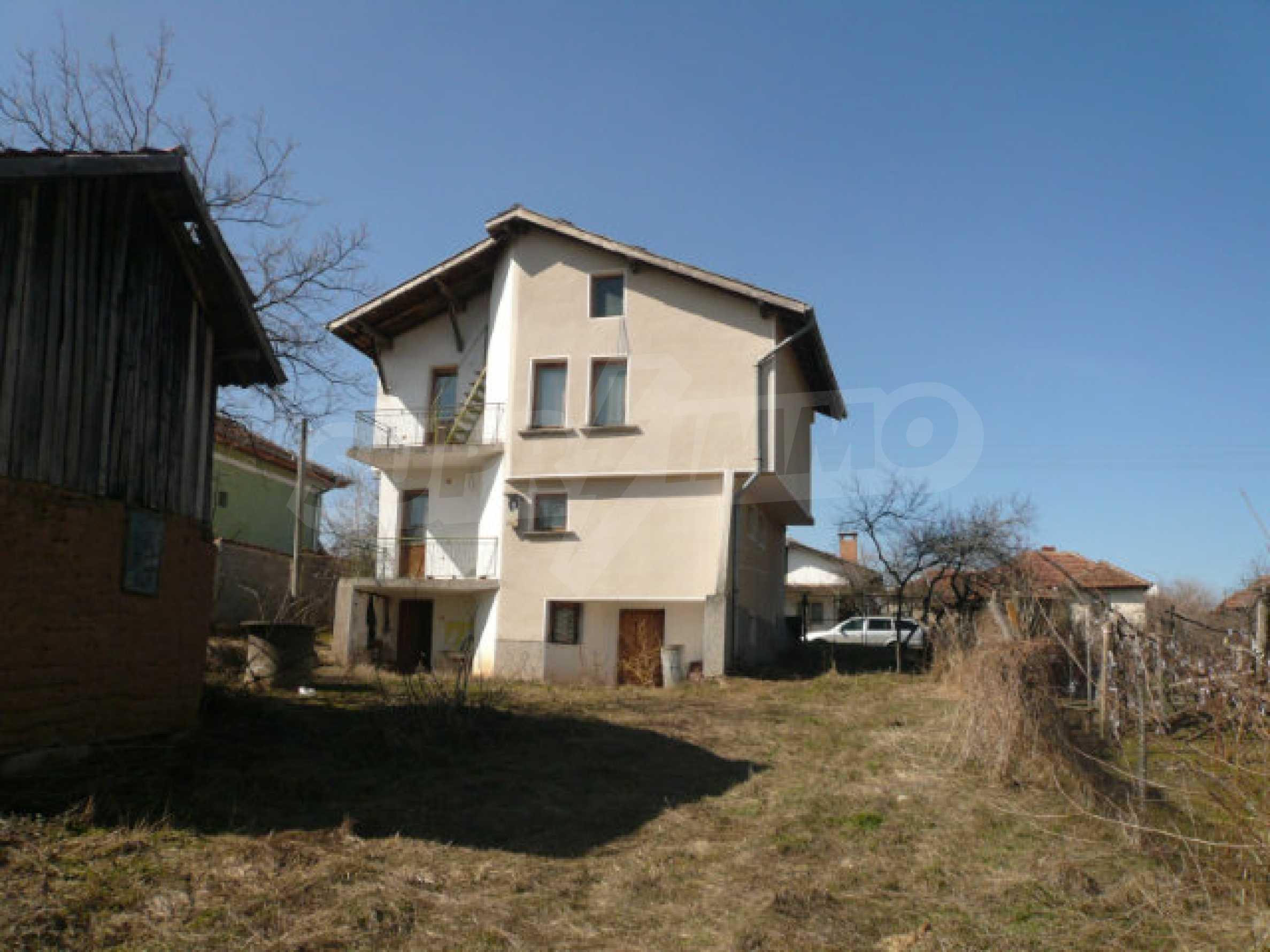 Zweistöckiges Haus in der Nähe von Belogradchik 27