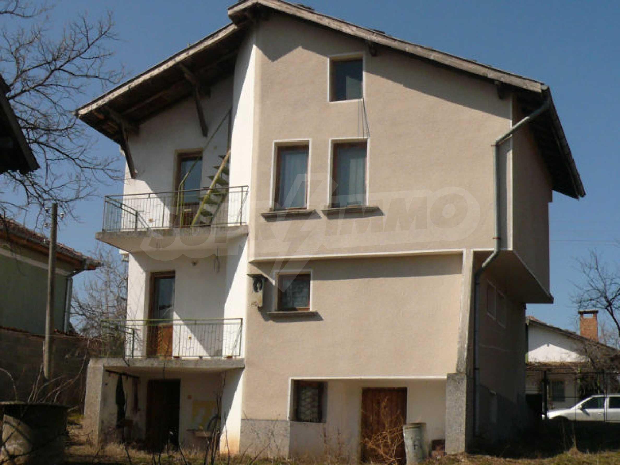 Zweistöckiges Haus in der Nähe von Belogradchik 28