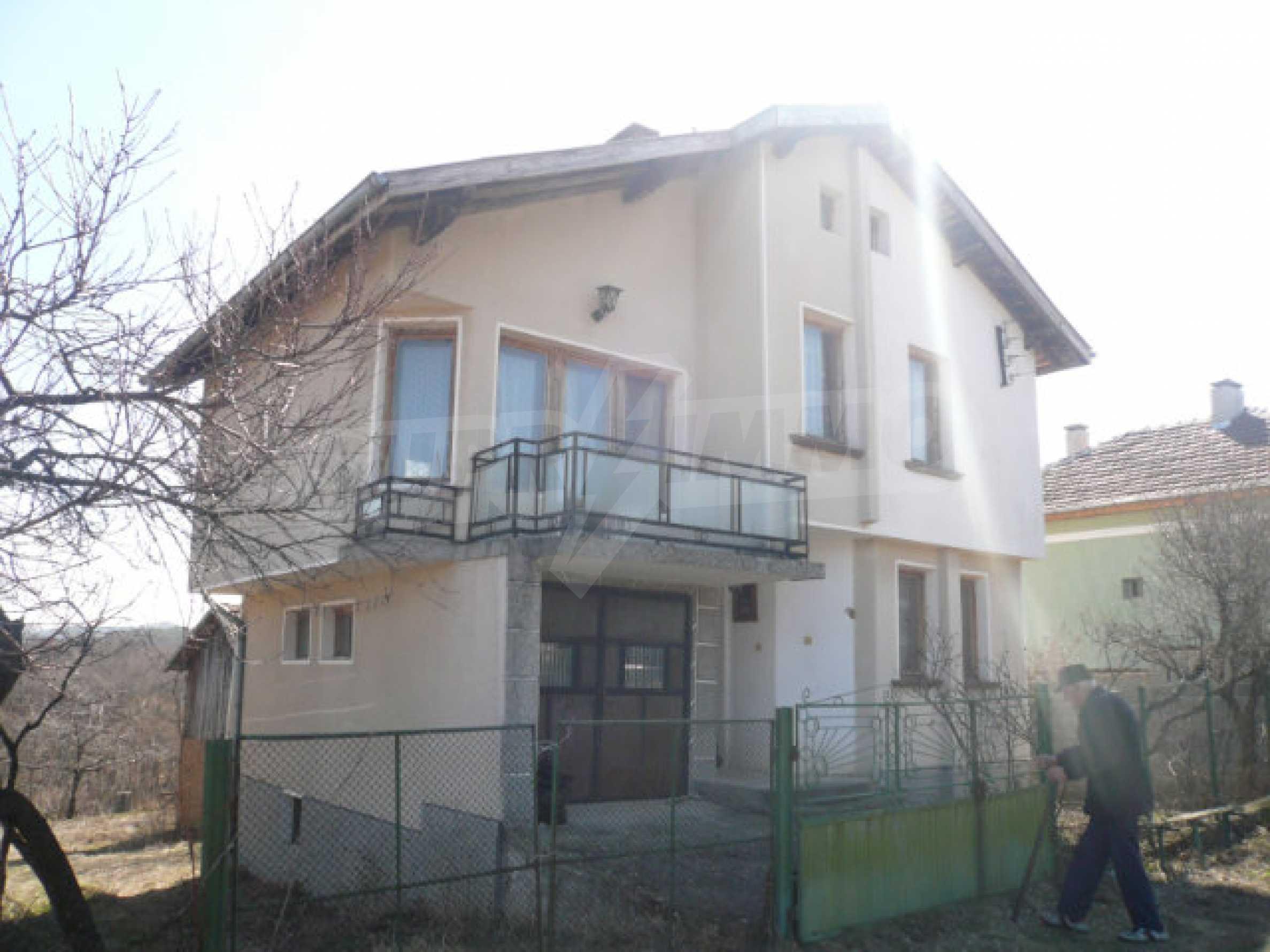 Zweistöckiges Haus in der Nähe von Belogradchik 2