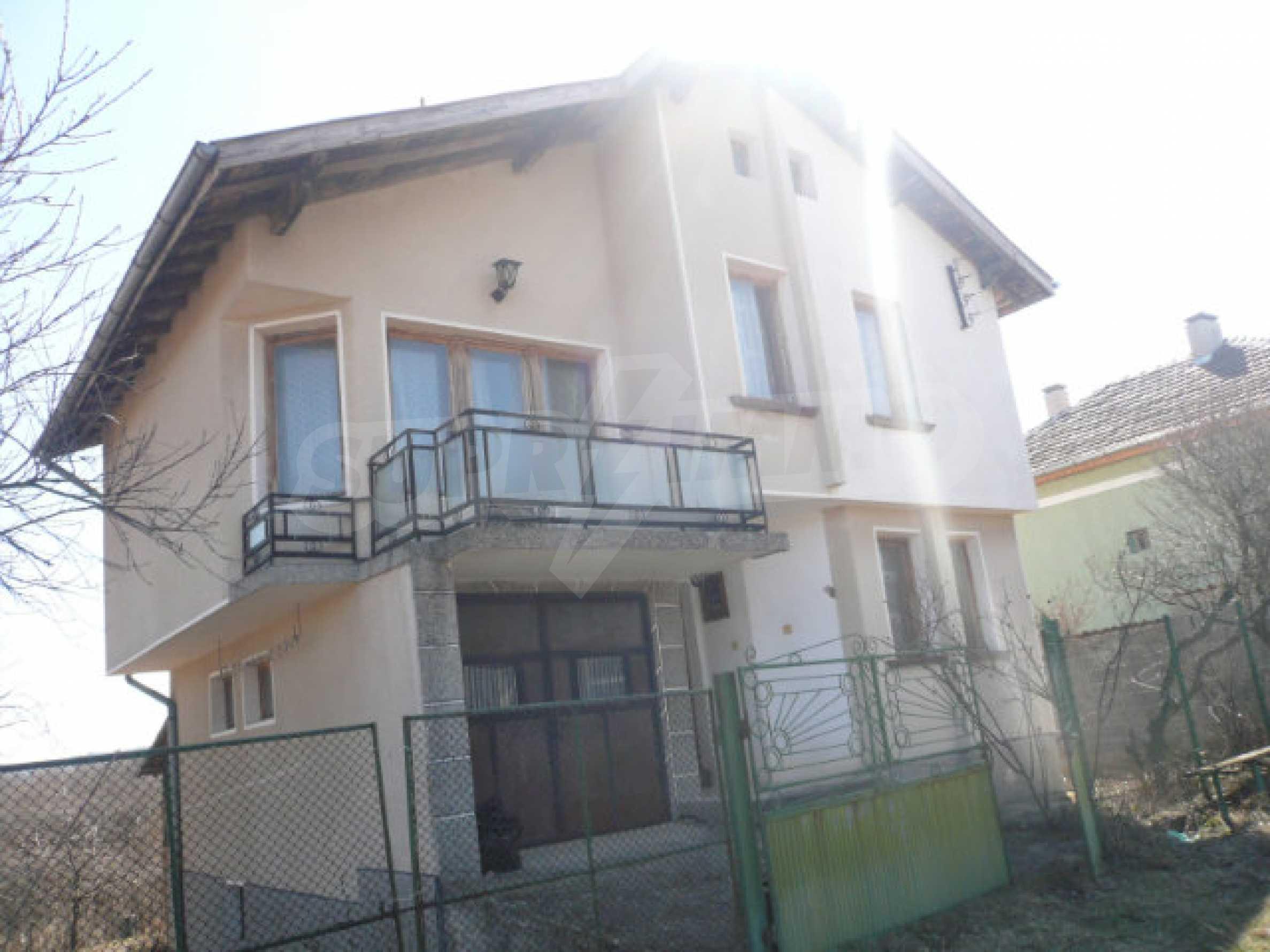 Zweistöckiges Haus in der Nähe von Belogradchik 29