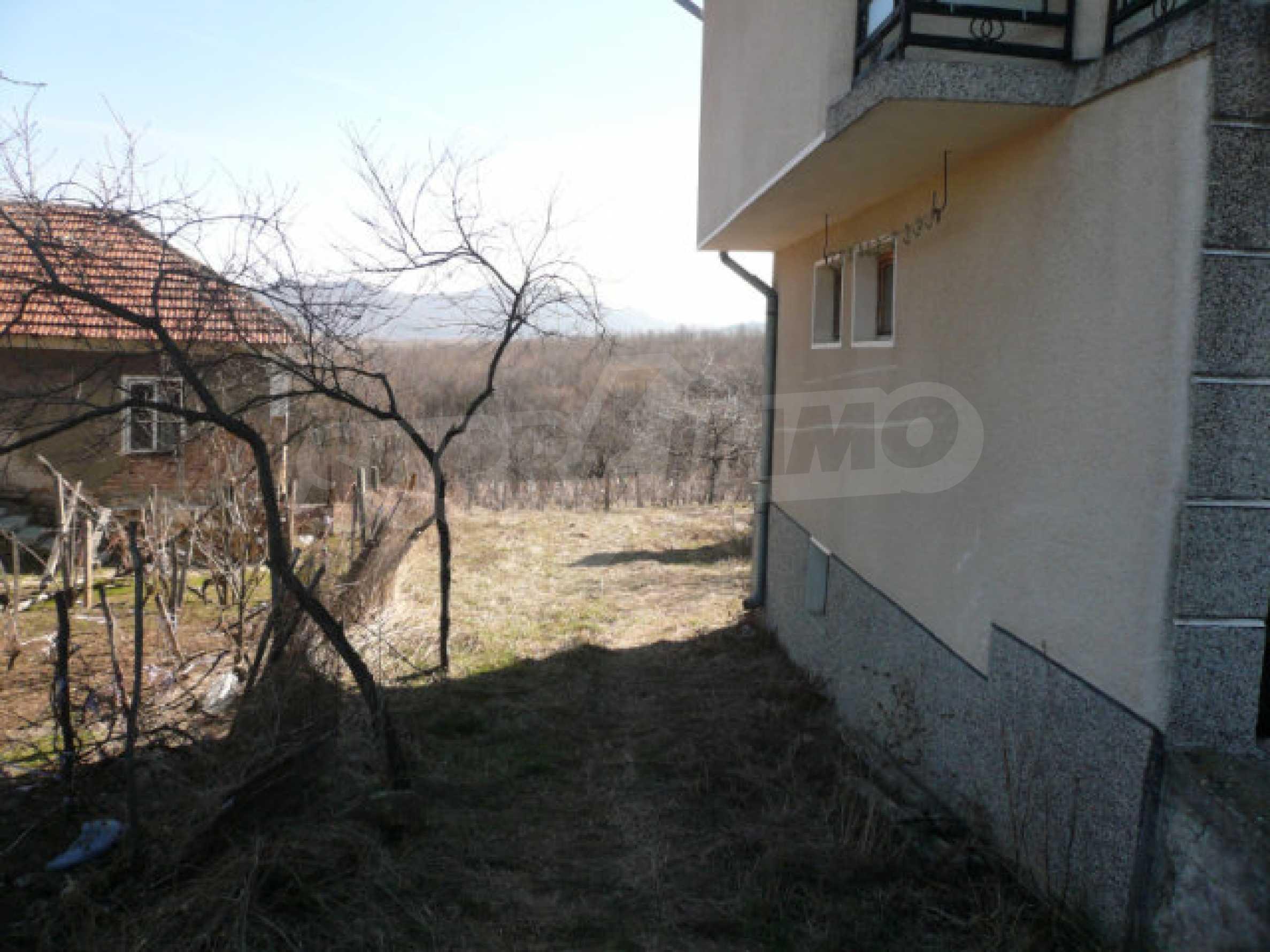 Zweistöckiges Haus in der Nähe von Belogradchik 3