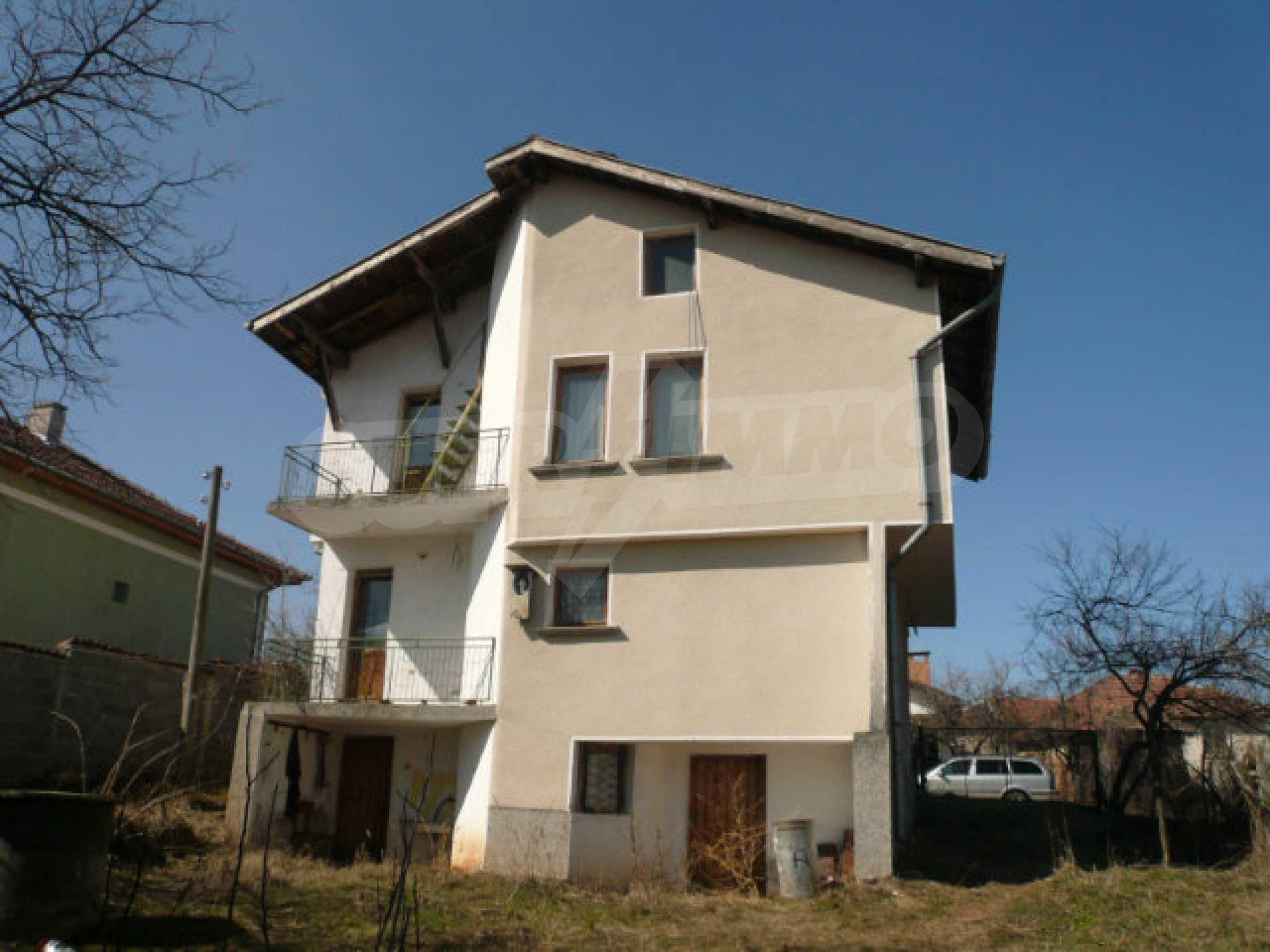 Zweistöckiges Haus in der Nähe von Belogradchik 4