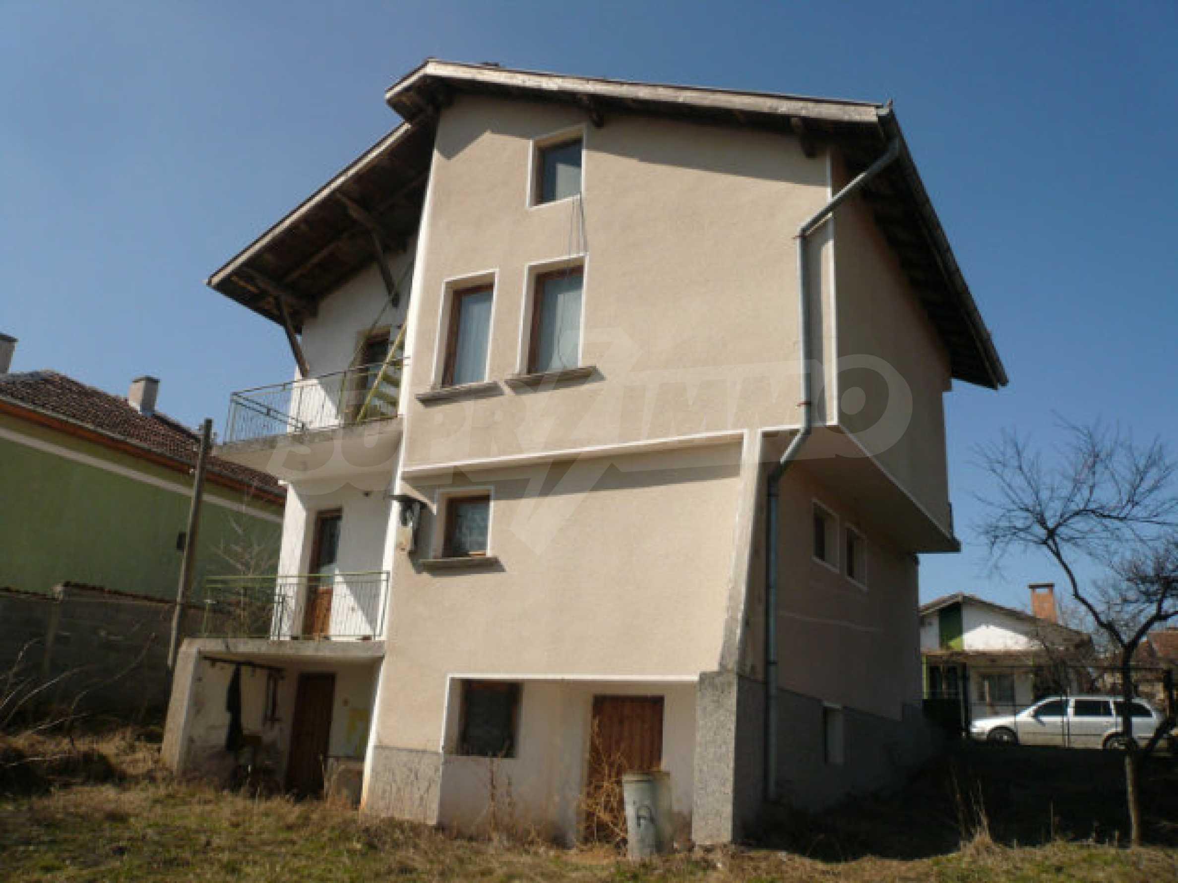 Zweistöckiges Haus in der Nähe von Belogradchik 5