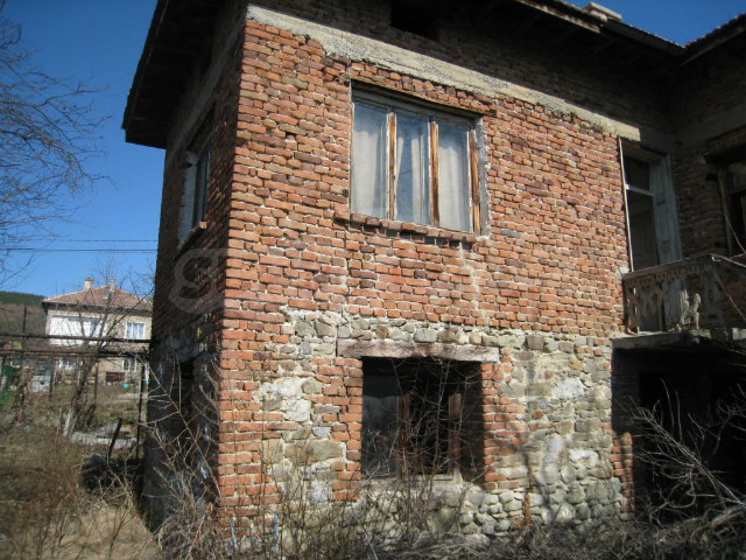 Old house with yard 70 km from Sofia 31