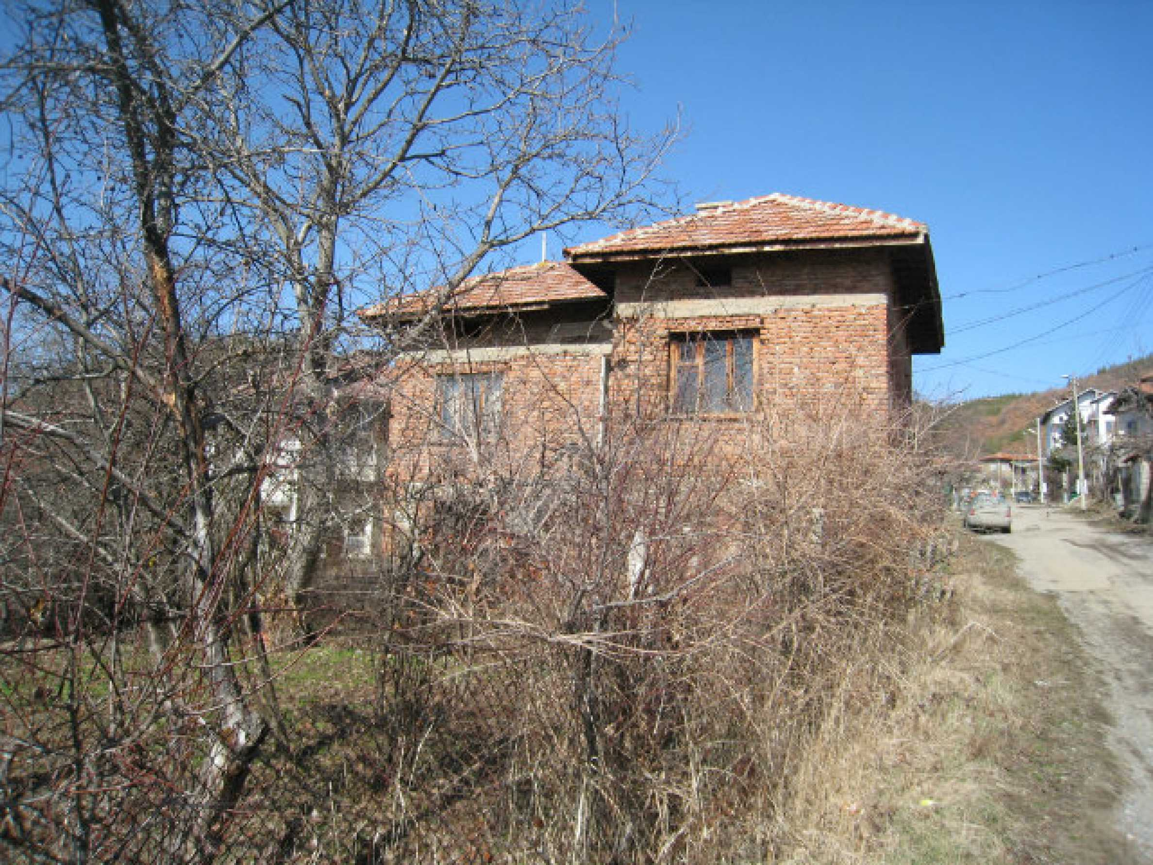 Old house with yard 70 km from Sofia 40