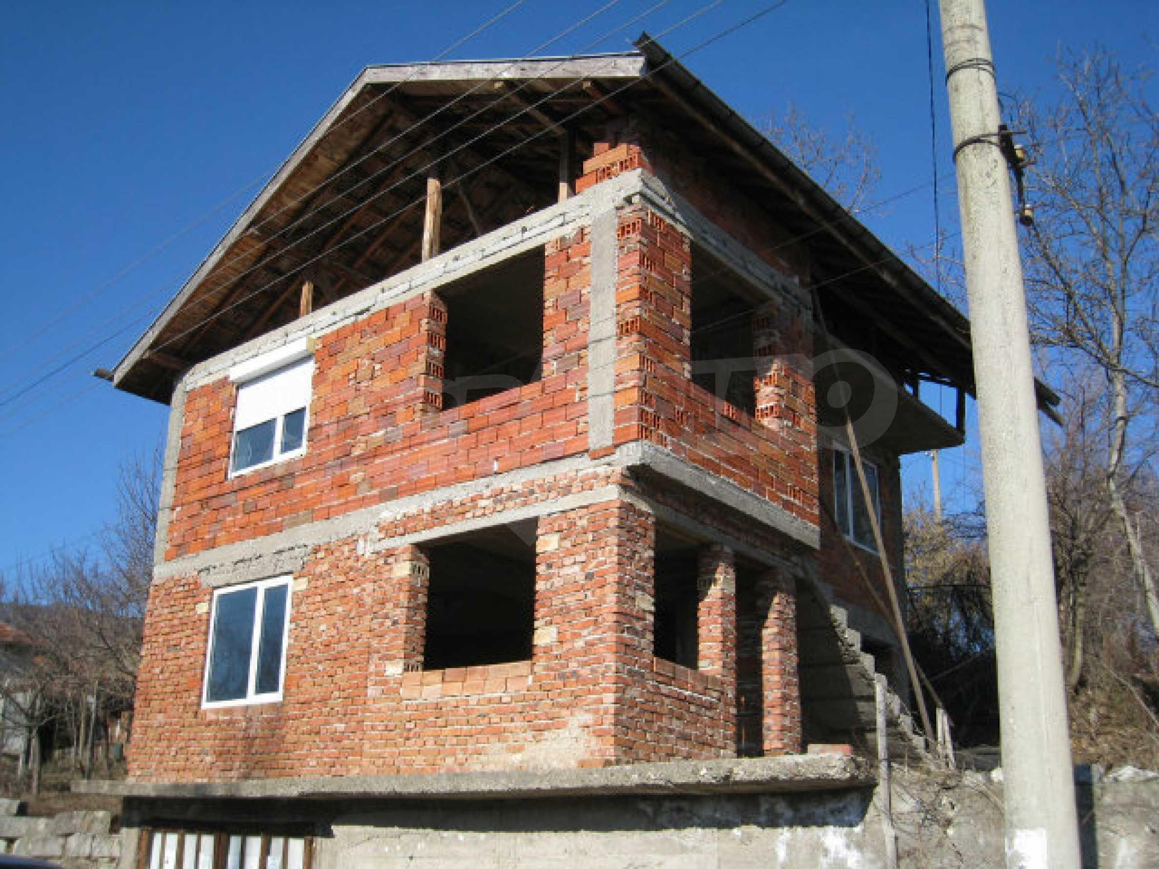 Alte und neue Häuser mit Hof im Dorf 21 km von Kyustendil