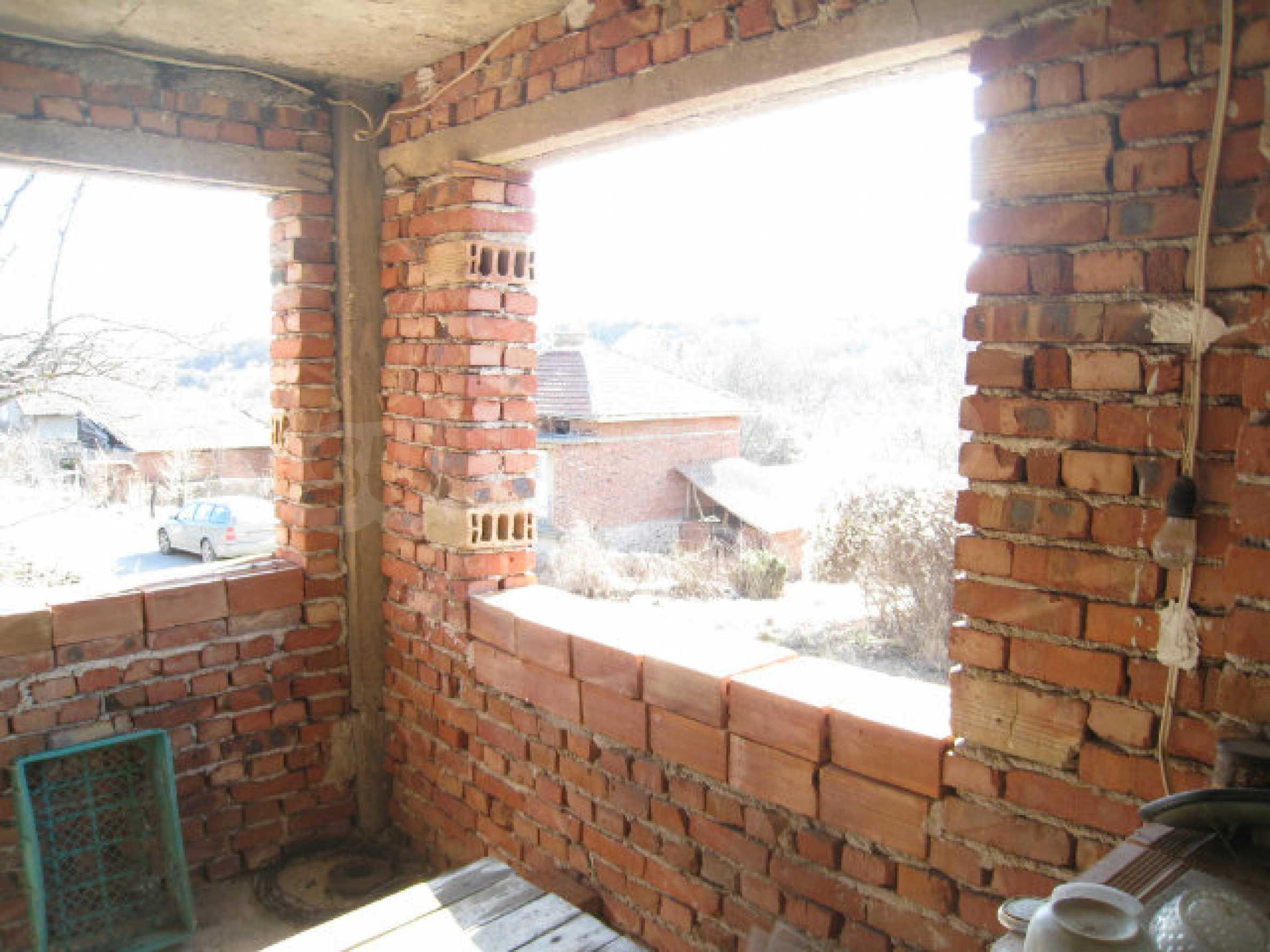 Alte und neue Häuser mit Hof im Dorf 21 km von Kyustendil 10