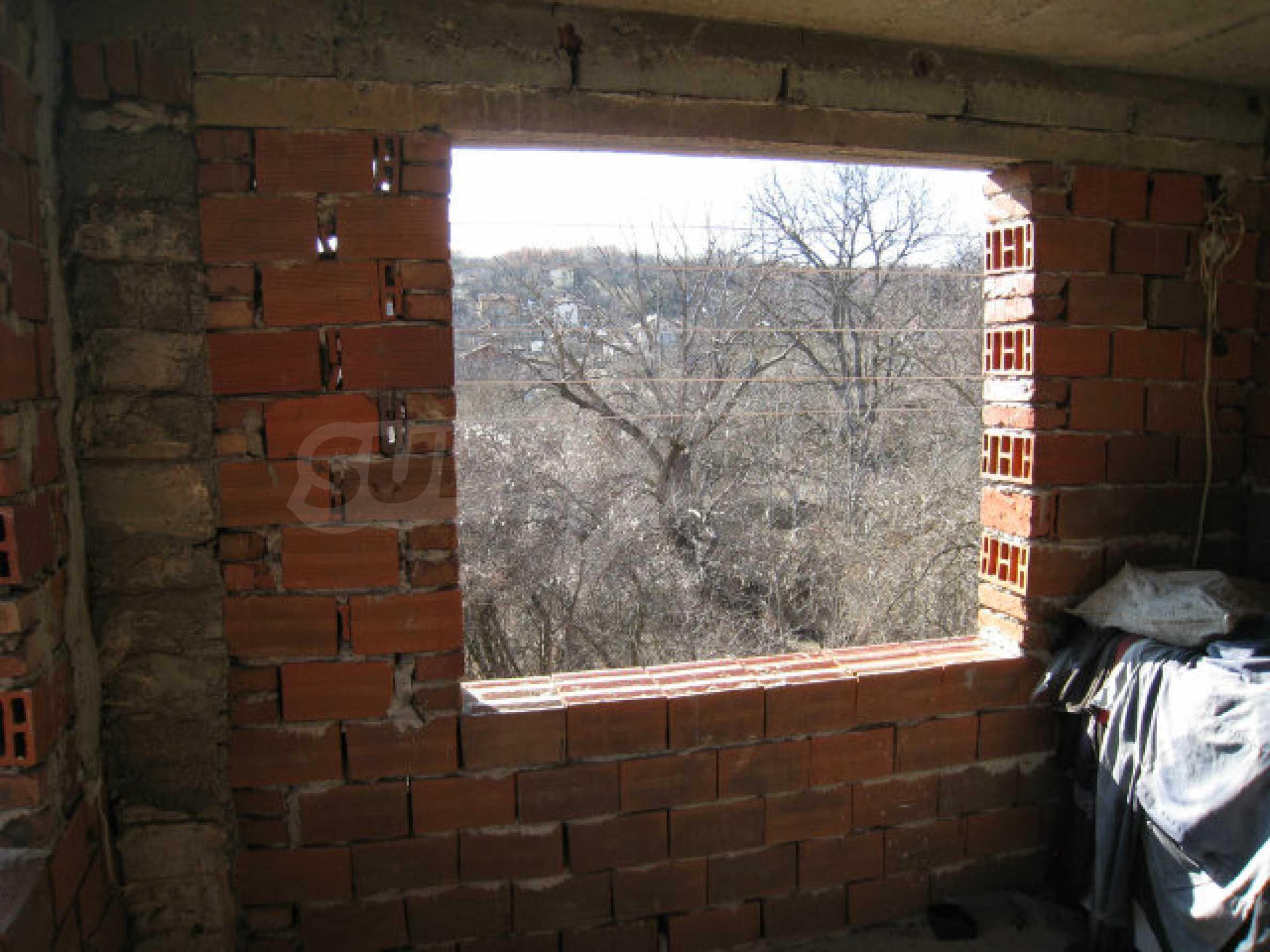 Alte und neue Häuser mit Hof im Dorf 21 km von Kyustendil 15