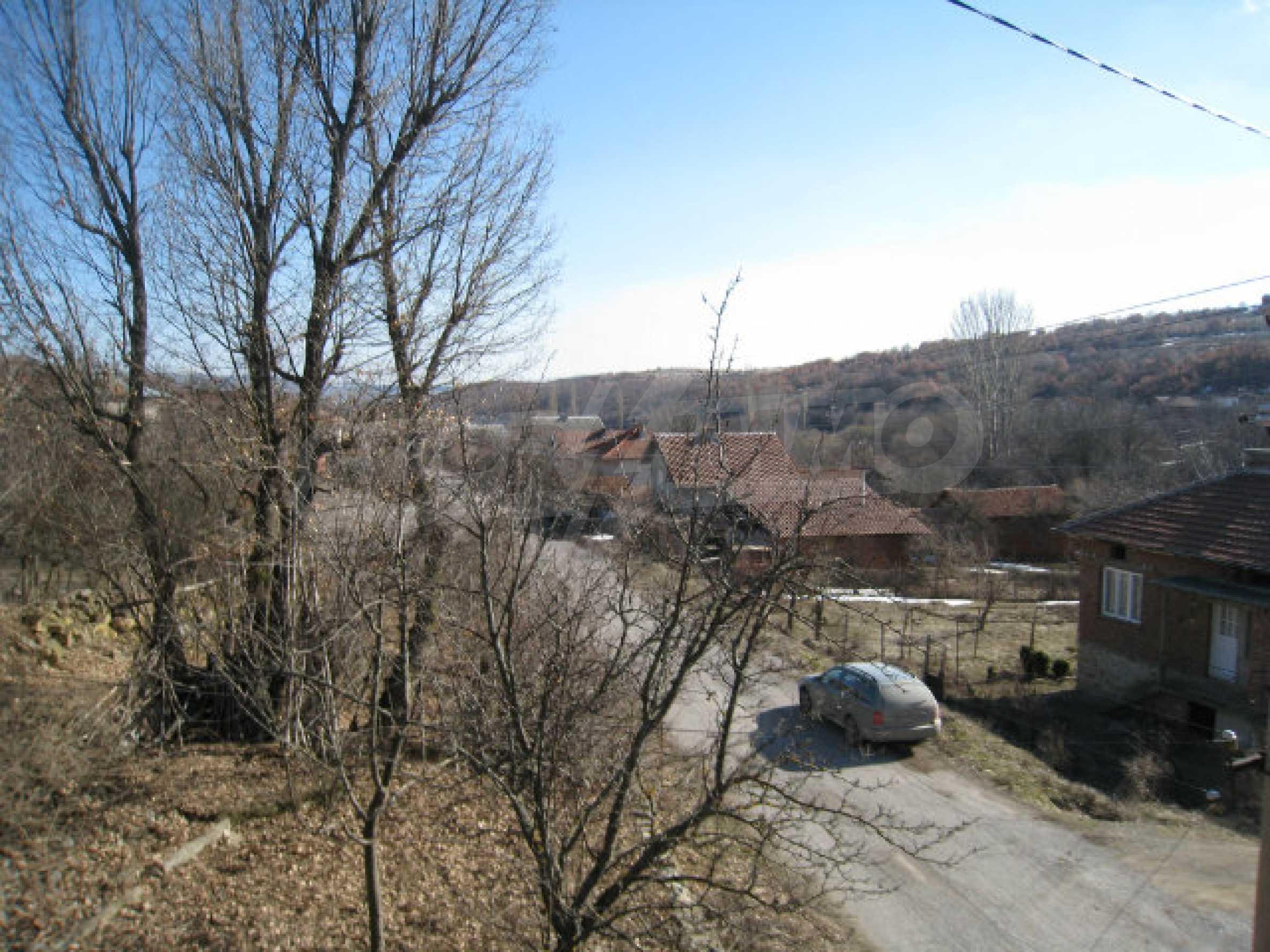 Alte und neue Häuser mit Hof im Dorf 21 km von Kyustendil 17