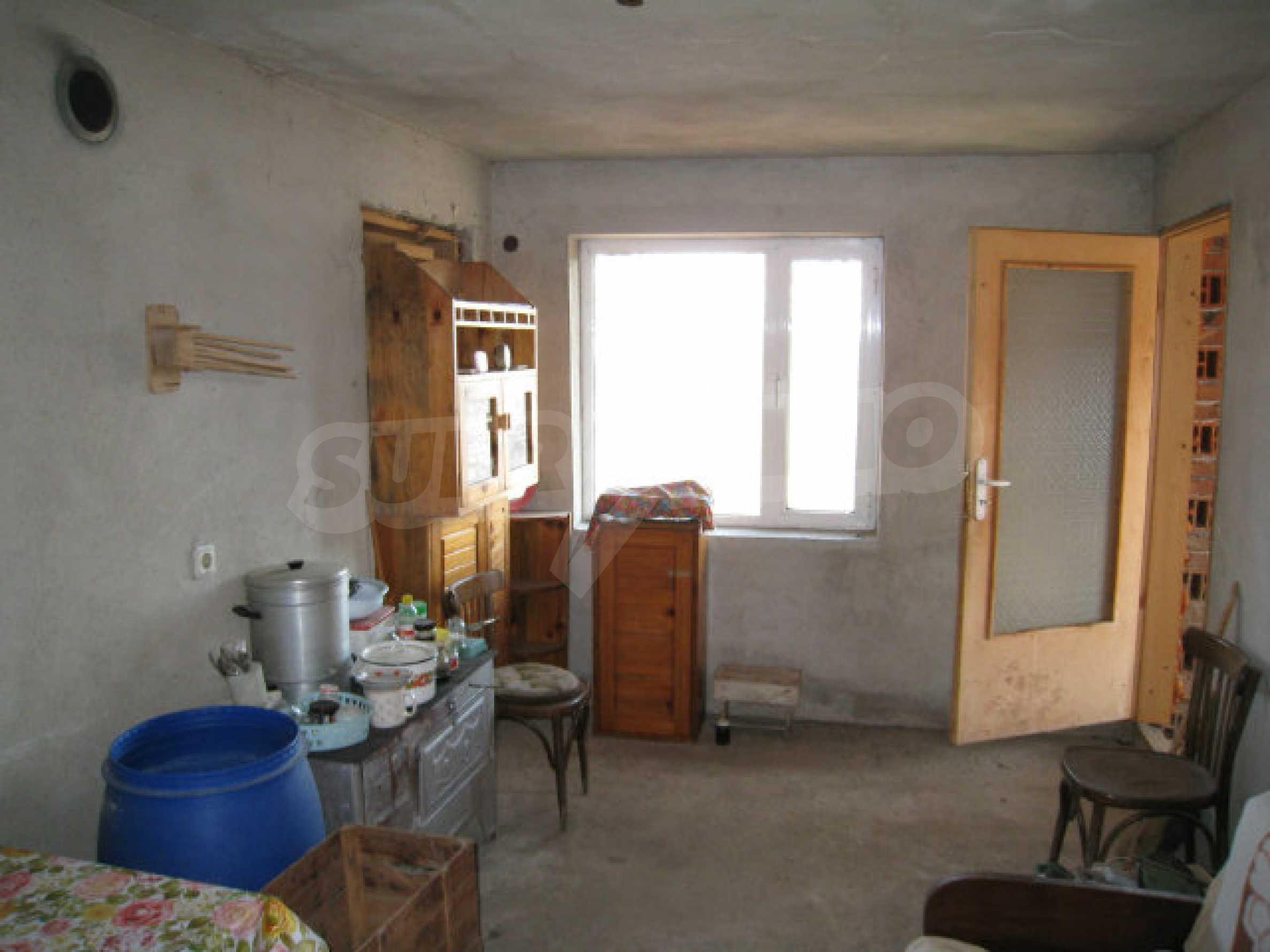Alte und neue Häuser mit Hof im Dorf 21 km von Kyustendil 23