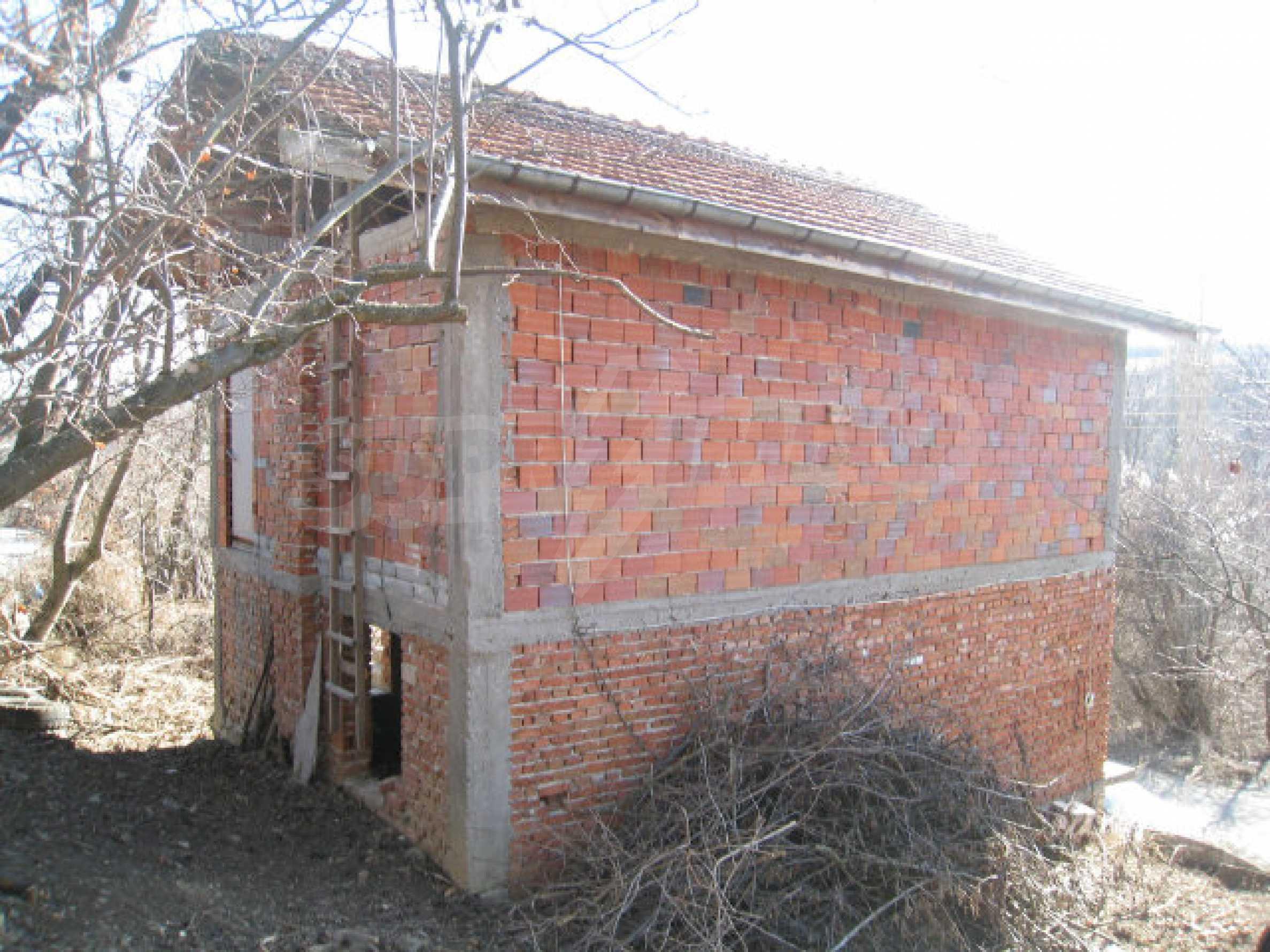 Alte und neue Häuser mit Hof im Dorf 21 km von Kyustendil 25