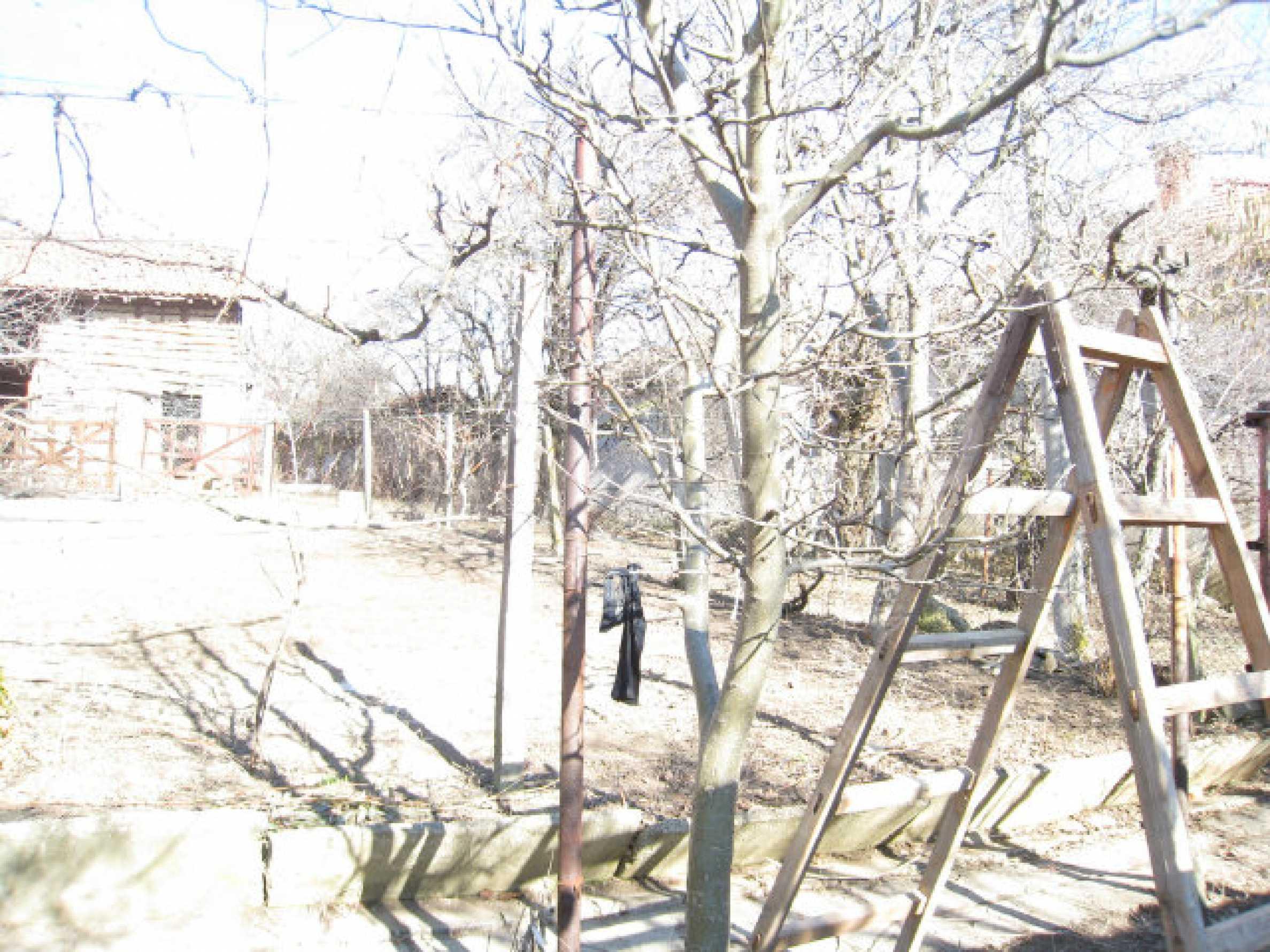 Alte und neue Häuser mit Hof im Dorf 21 km von Kyustendil 26