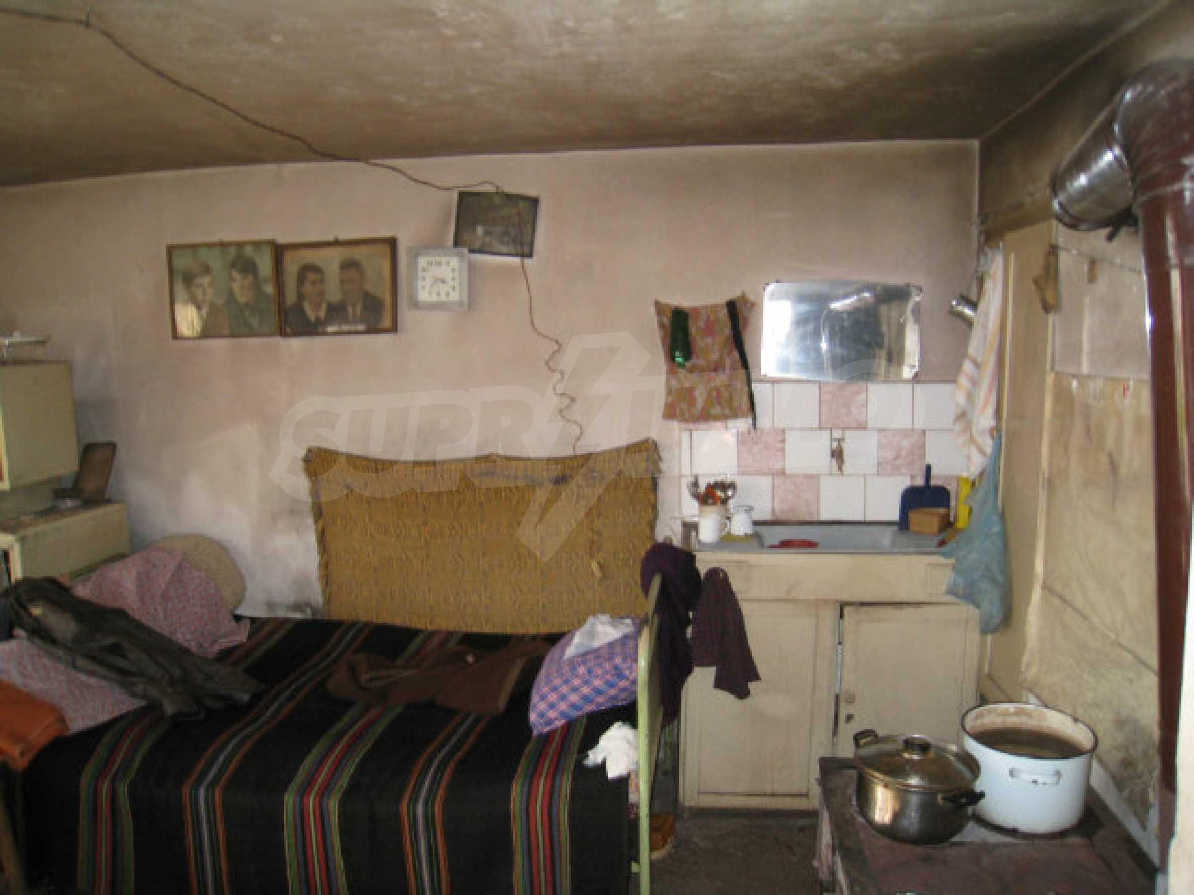 Alte und neue Häuser mit Hof im Dorf 21 km von Kyustendil 27