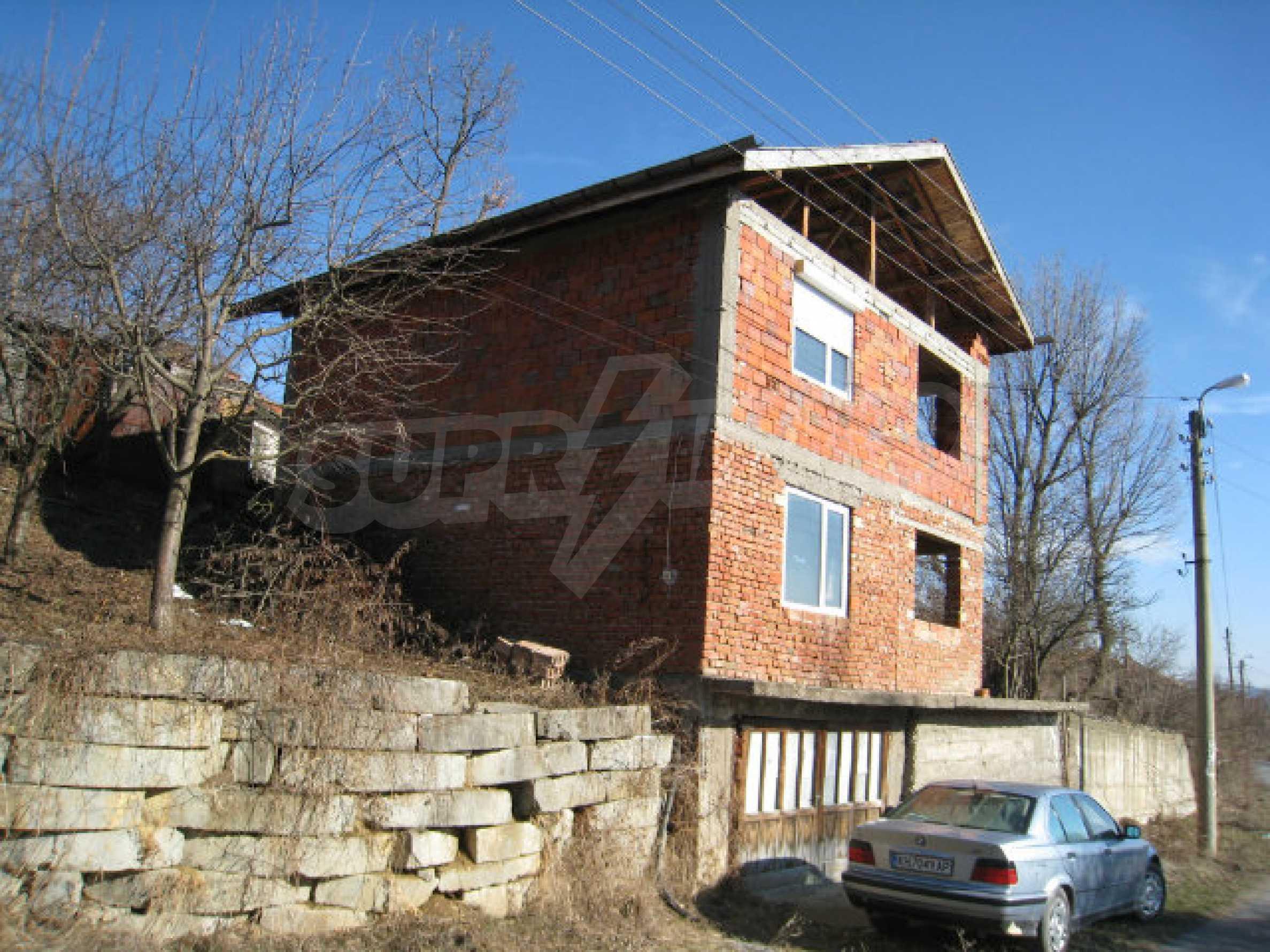 Alte und neue Häuser mit Hof im Dorf 21 km von Kyustendil 2