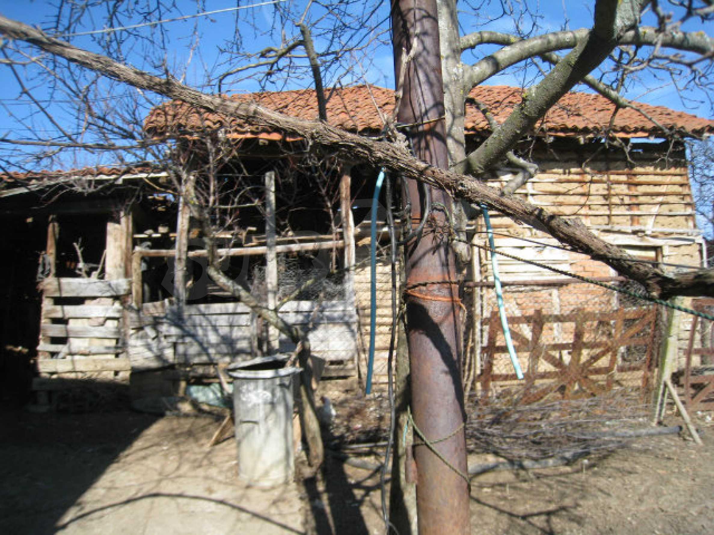 Alte und neue Häuser mit Hof im Dorf 21 km von Kyustendil 30