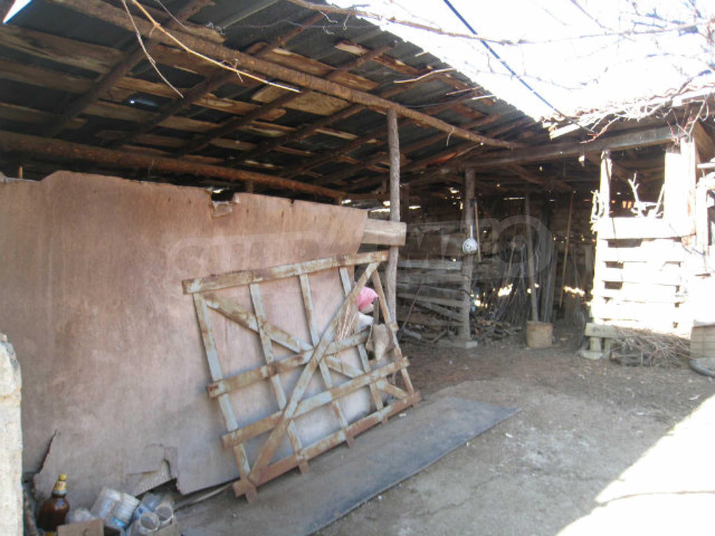 Alte und neue Häuser mit Hof im Dorf 21 km von Kyustendil 31