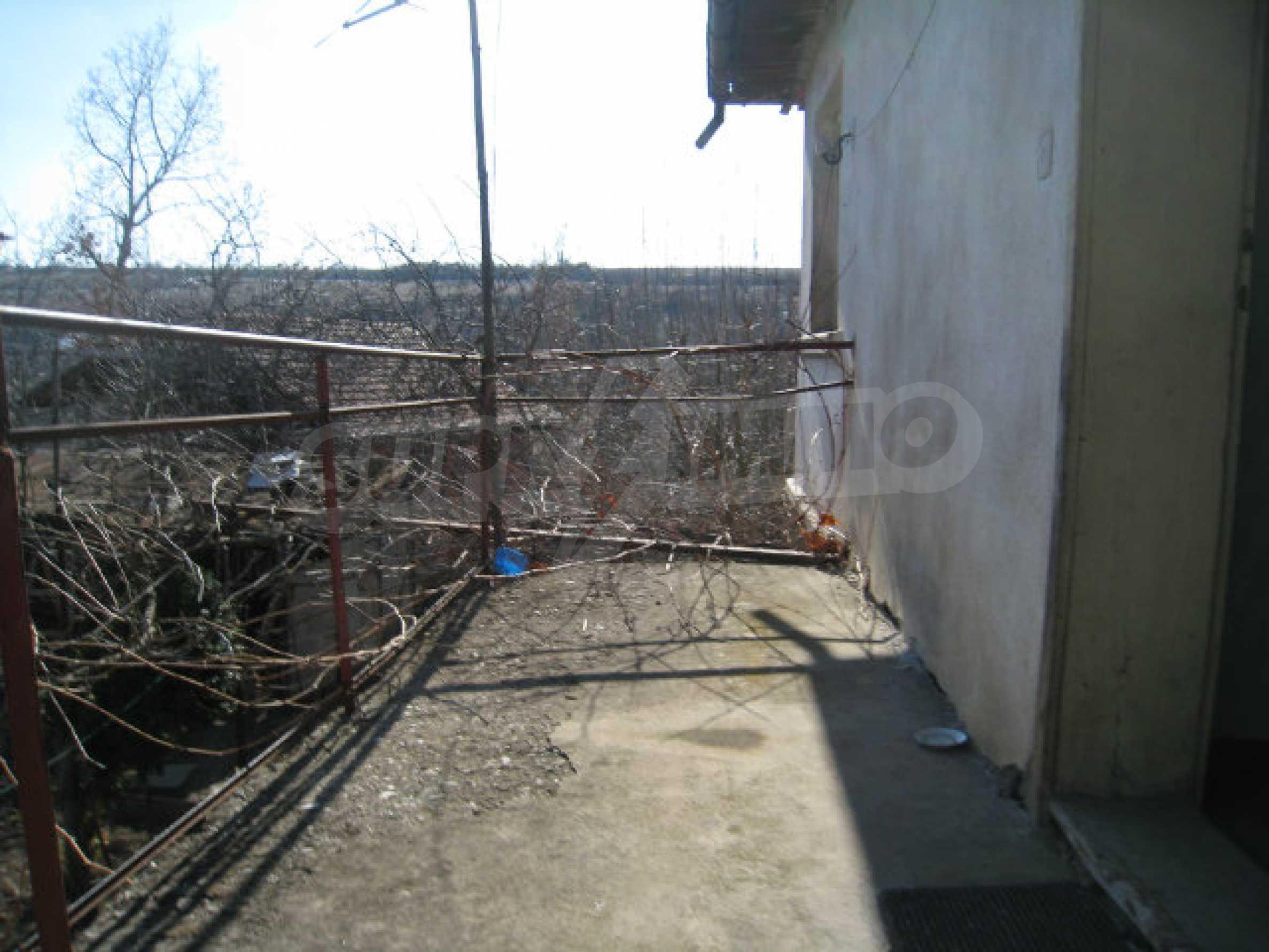 Alte und neue Häuser mit Hof im Dorf 21 km von Kyustendil 32