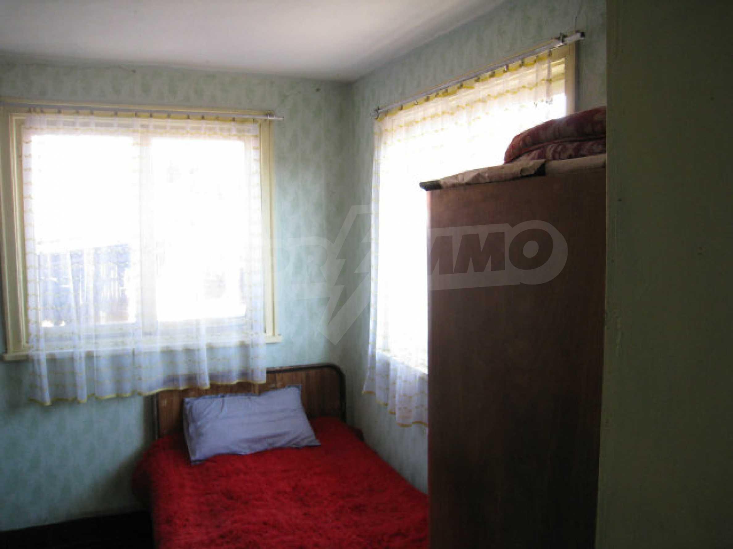 Alte und neue Häuser mit Hof im Dorf 21 km von Kyustendil 37