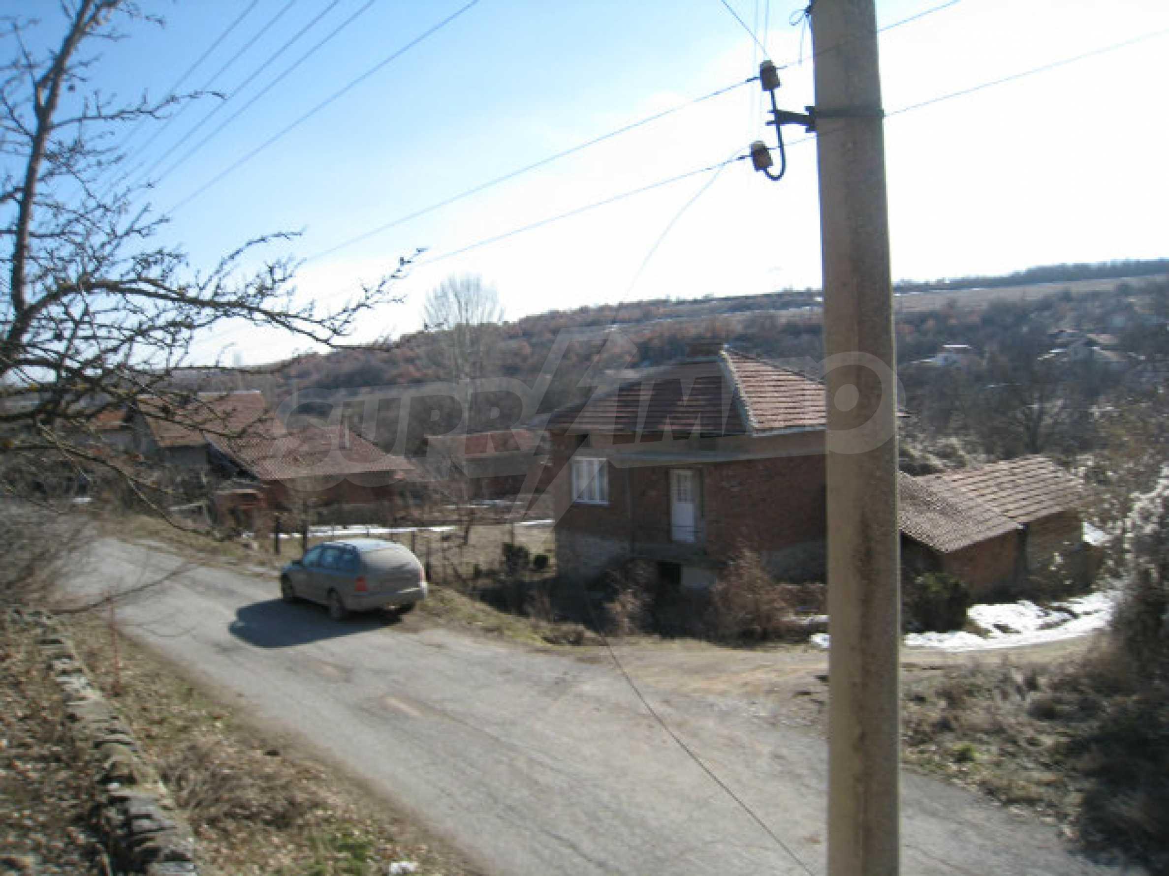 Alte und neue Häuser mit Hof im Dorf 21 km von Kyustendil 3