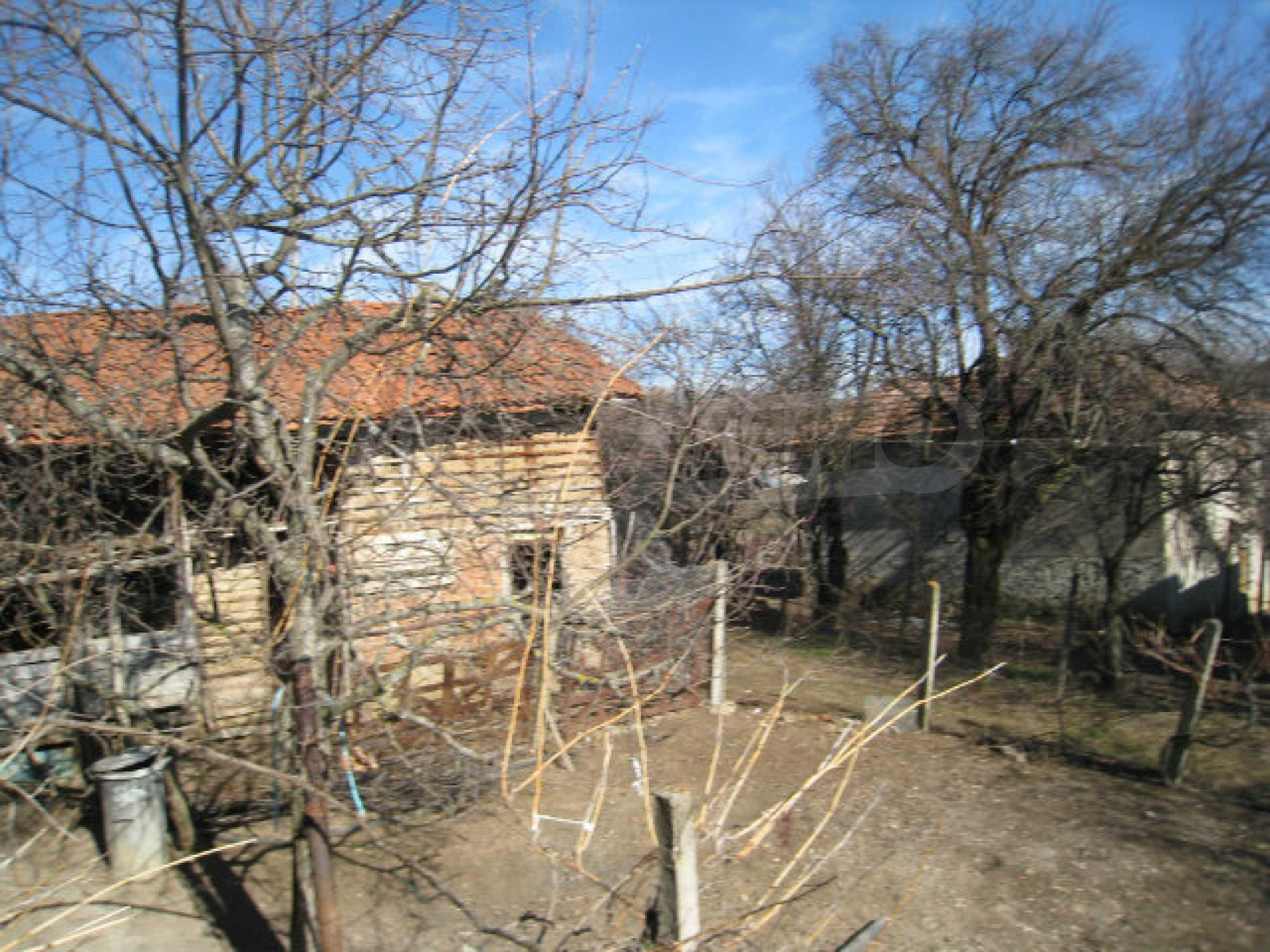 Alte und neue Häuser mit Hof im Dorf 21 km von Kyustendil 40