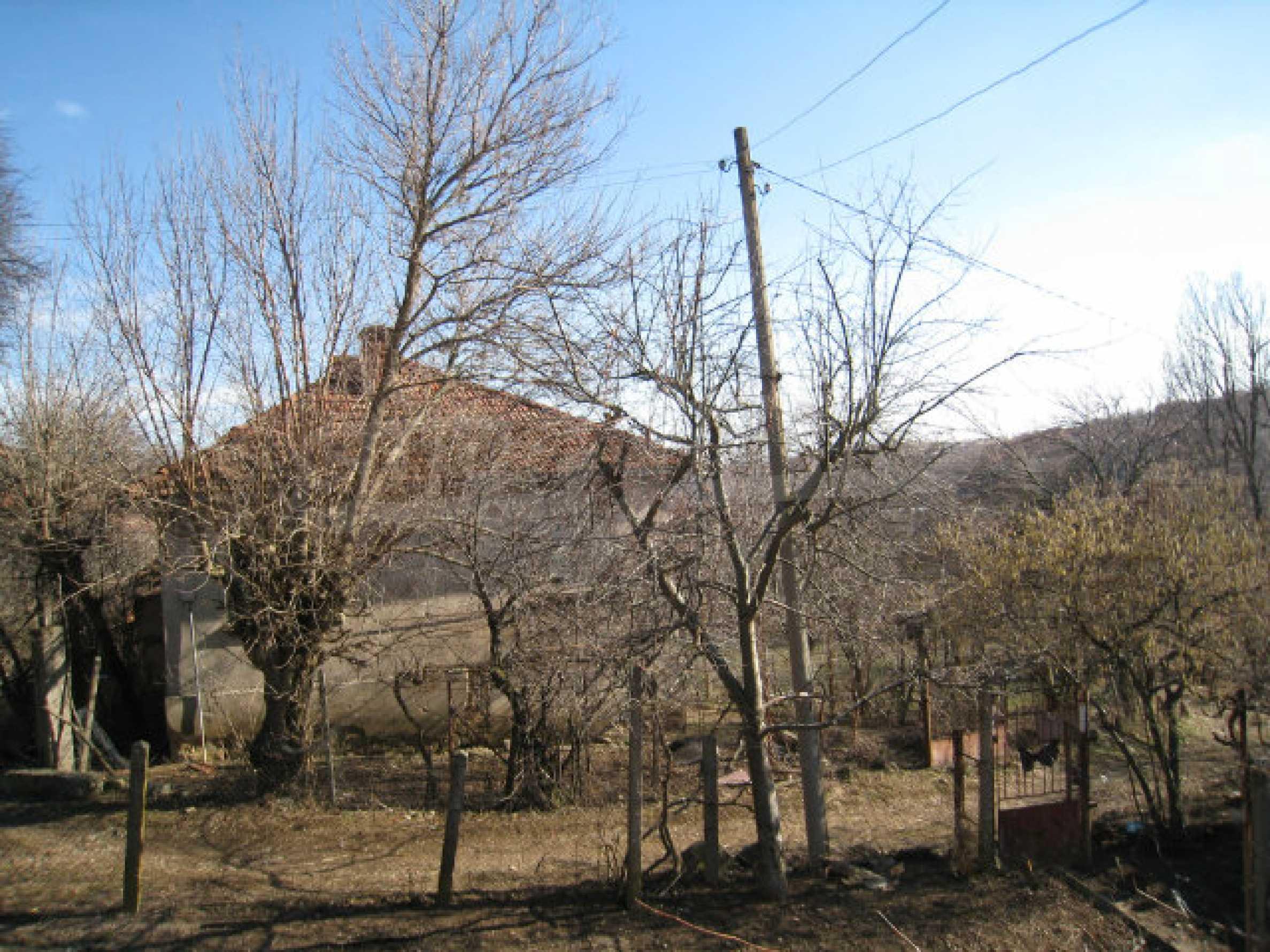 Alte und neue Häuser mit Hof im Dorf 21 km von Kyustendil 41