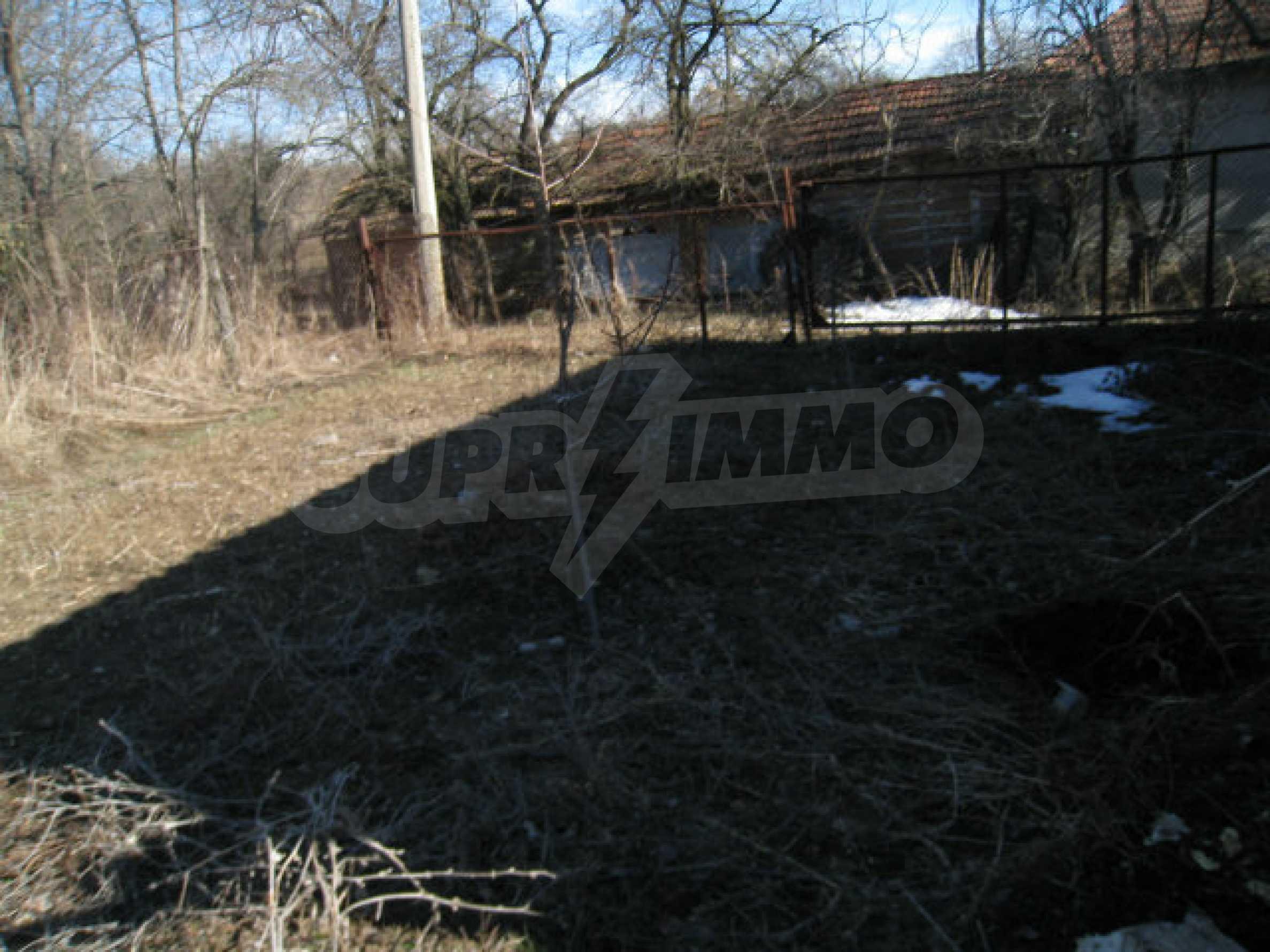 Alte und neue Häuser mit Hof im Dorf 21 km von Kyustendil 44