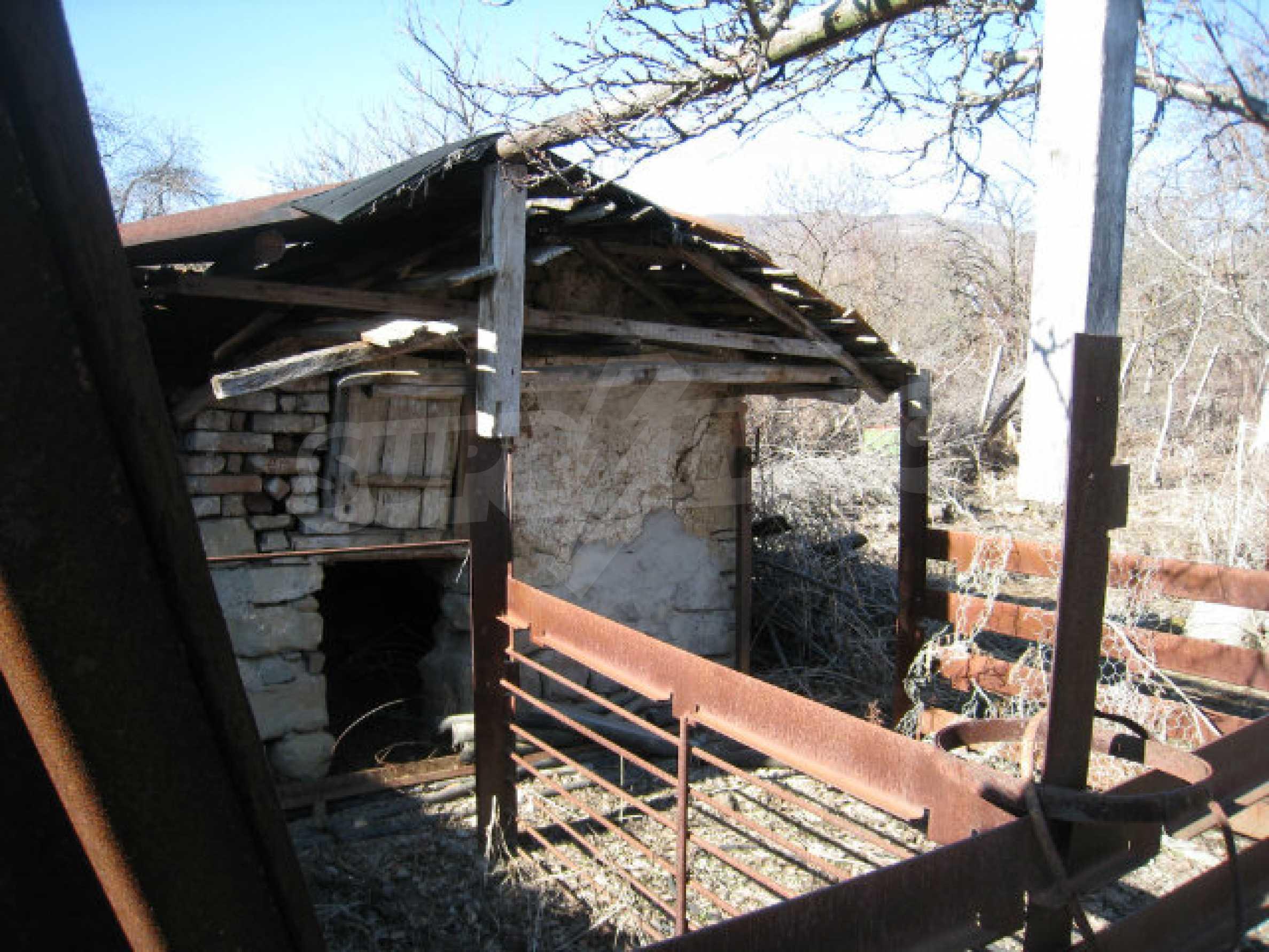 Alte und neue Häuser mit Hof im Dorf 21 km von Kyustendil 46