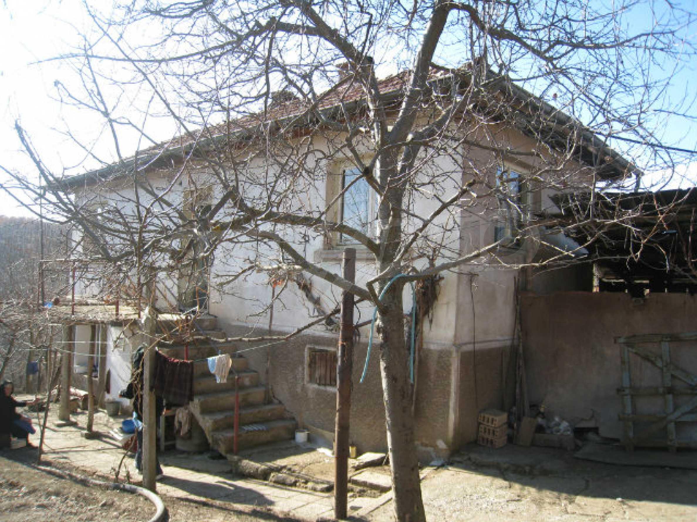 Alte und neue Häuser mit Hof im Dorf 21 km von Kyustendil 47